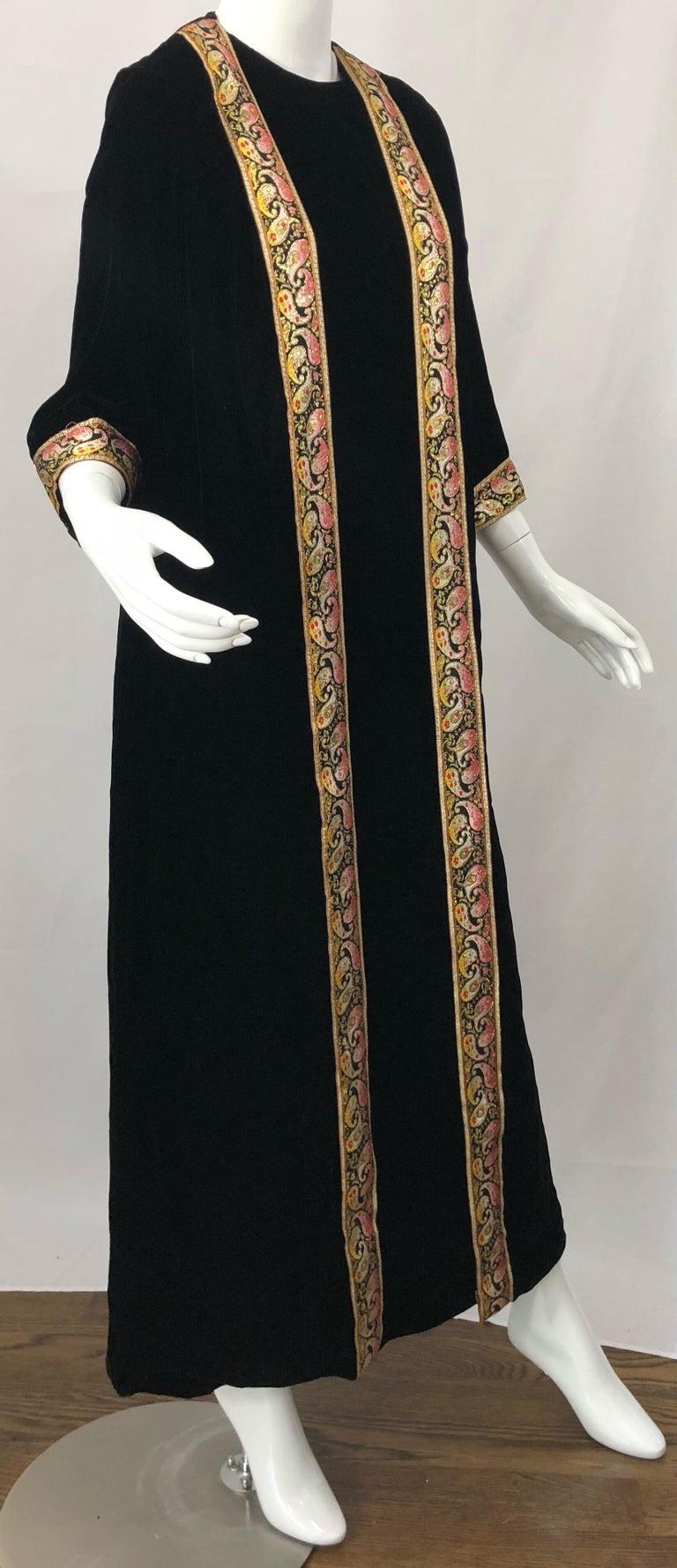1960s Bonwit Teller Black Velvet Paisley Vintage 60s Moroccan Caftan Maxi Dress For Sale 5