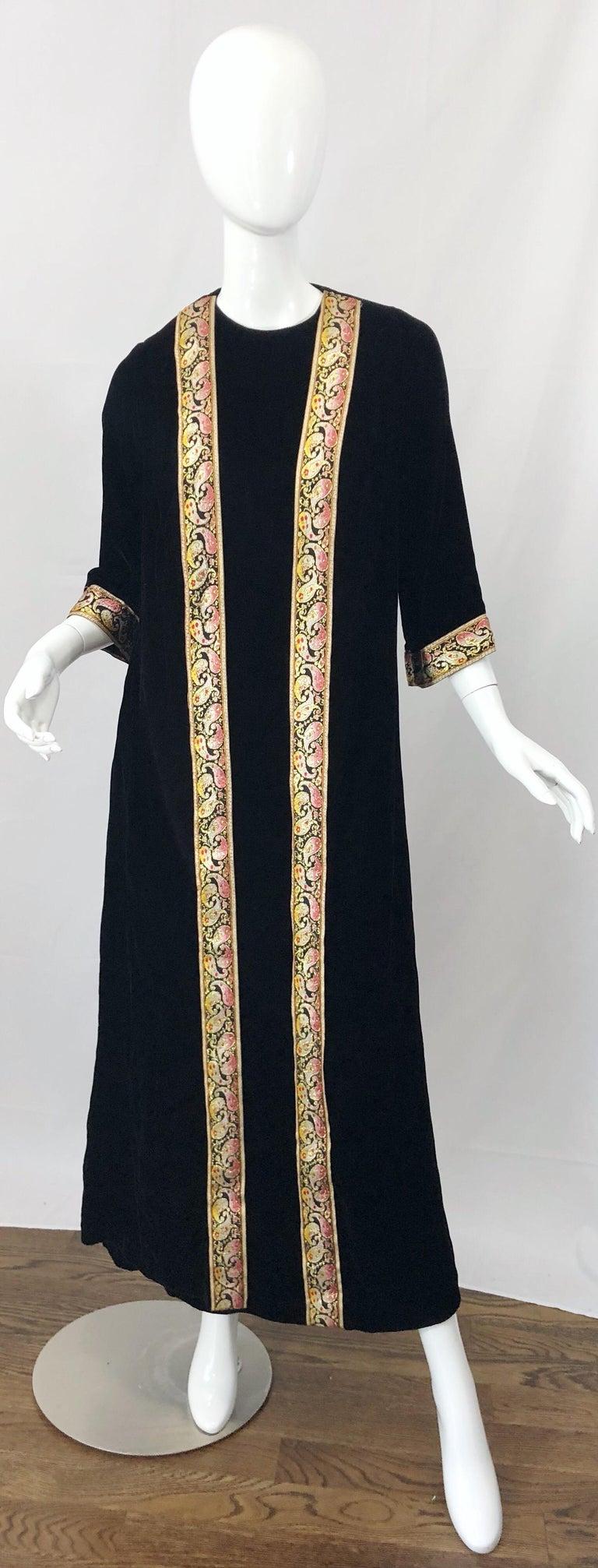 1960s Bonwit Teller Black Velvet Paisley Vintage 60s Moroccan Caftan Maxi Dress For Sale 7