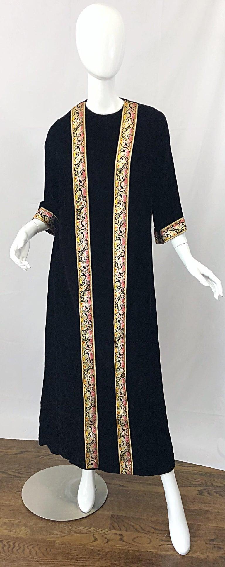 1960s Bonwit Teller Black Velvet Paisley Vintage 60s Moroccan Caftan Maxi Dress For Sale 9