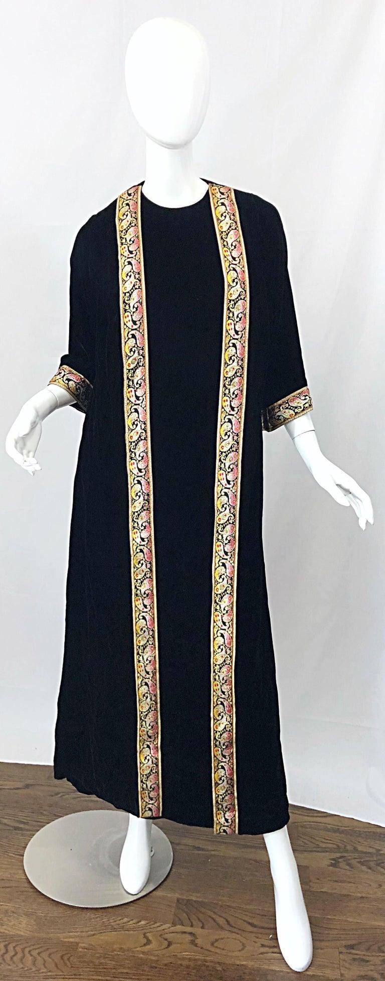 1960s Bonwit Teller Black Velvet Paisley Vintage 60s Moroccan Caftan Maxi Dress For Sale 11