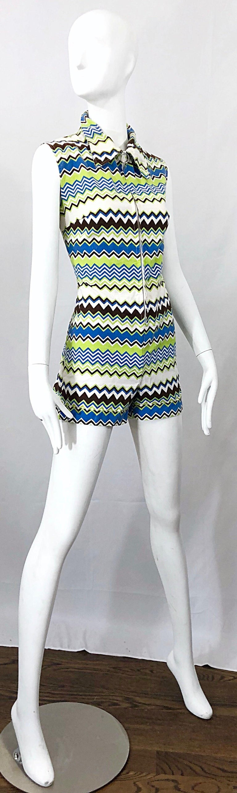 Chic 1970s Missoni Style Zig Zag Sleeveless Vintage 70s Cotton One Piece Romper In Excellent Condition For Sale In Chicago, IL