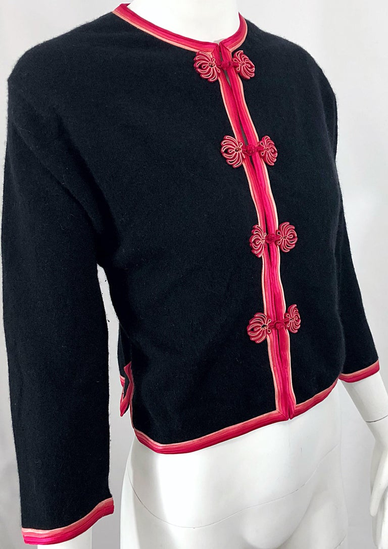 1950s Monhan's Ltd. Black Pink Asian Wool Hong Kong Vintage 50s Cardigan Sweater For Sale 2
