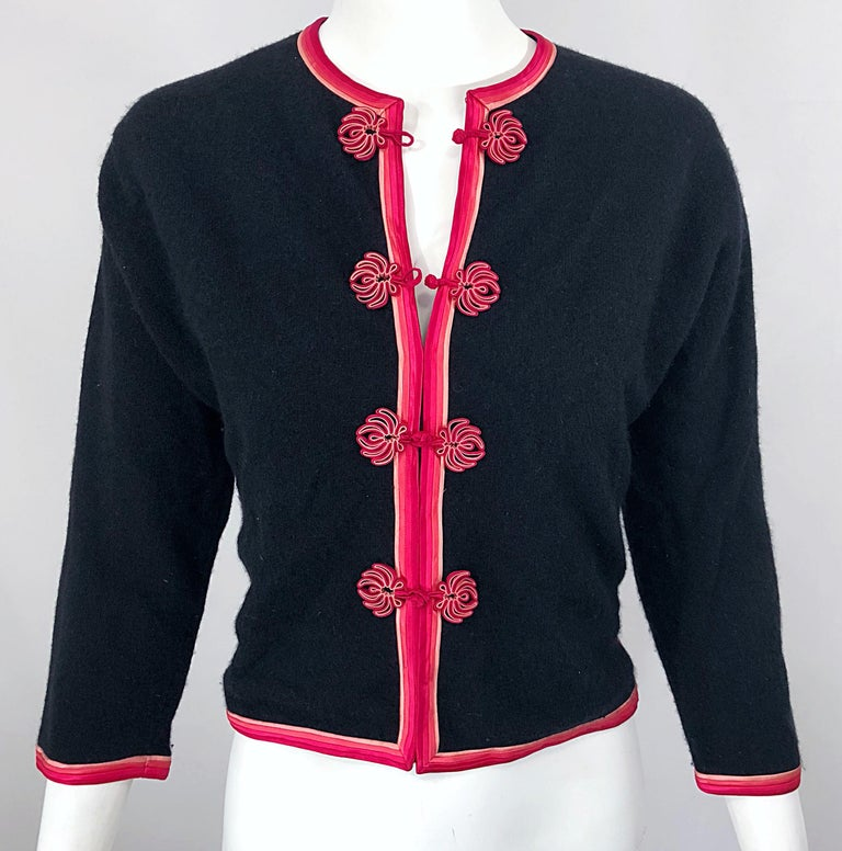 1950s Monhan's Ltd. Black Pink Asian Wool Hong Kong Vintage 50s Cardigan Sweater For Sale 6