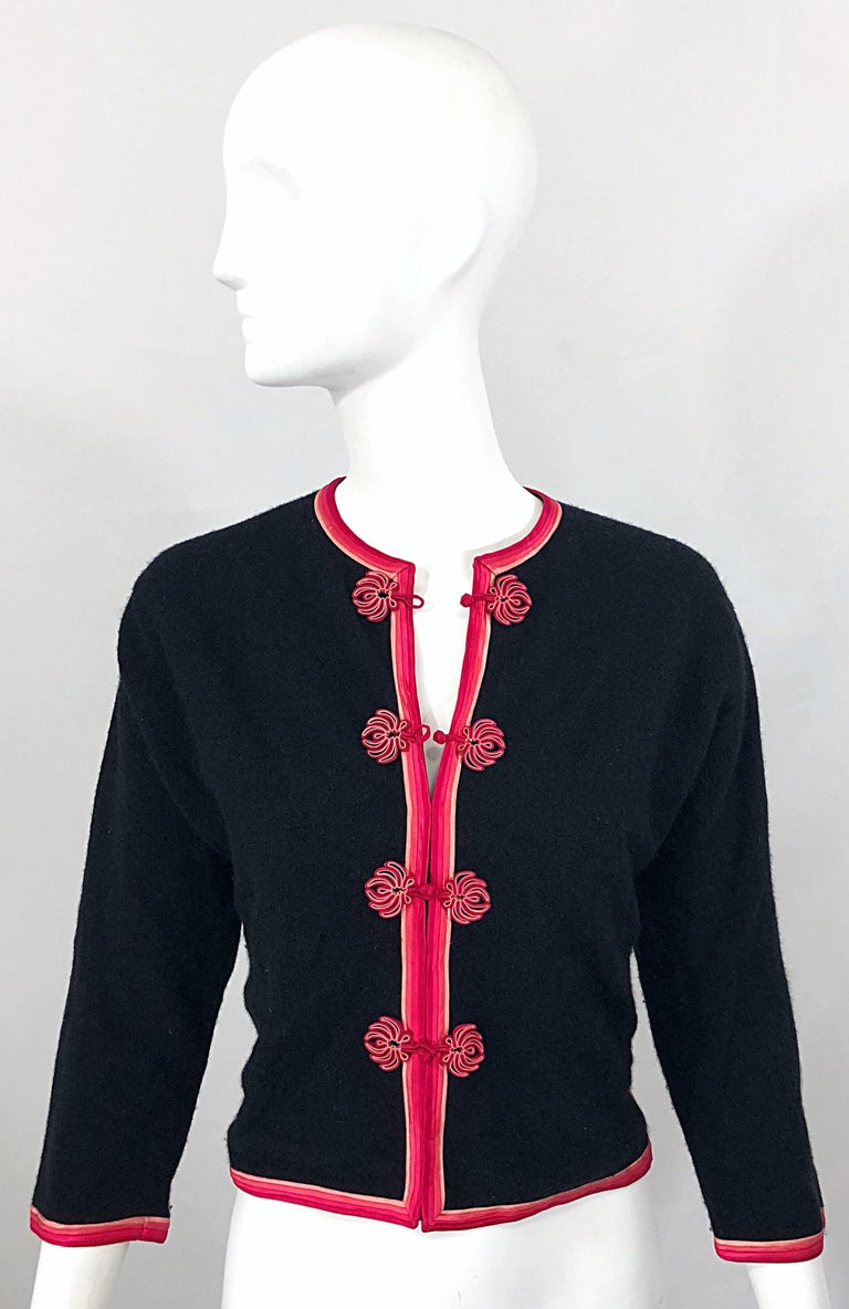 1950s Monhan's Ltd. Black Pink Asian Wool Hong Kong Vintage 50s Cardigan Sweater For Sale 8