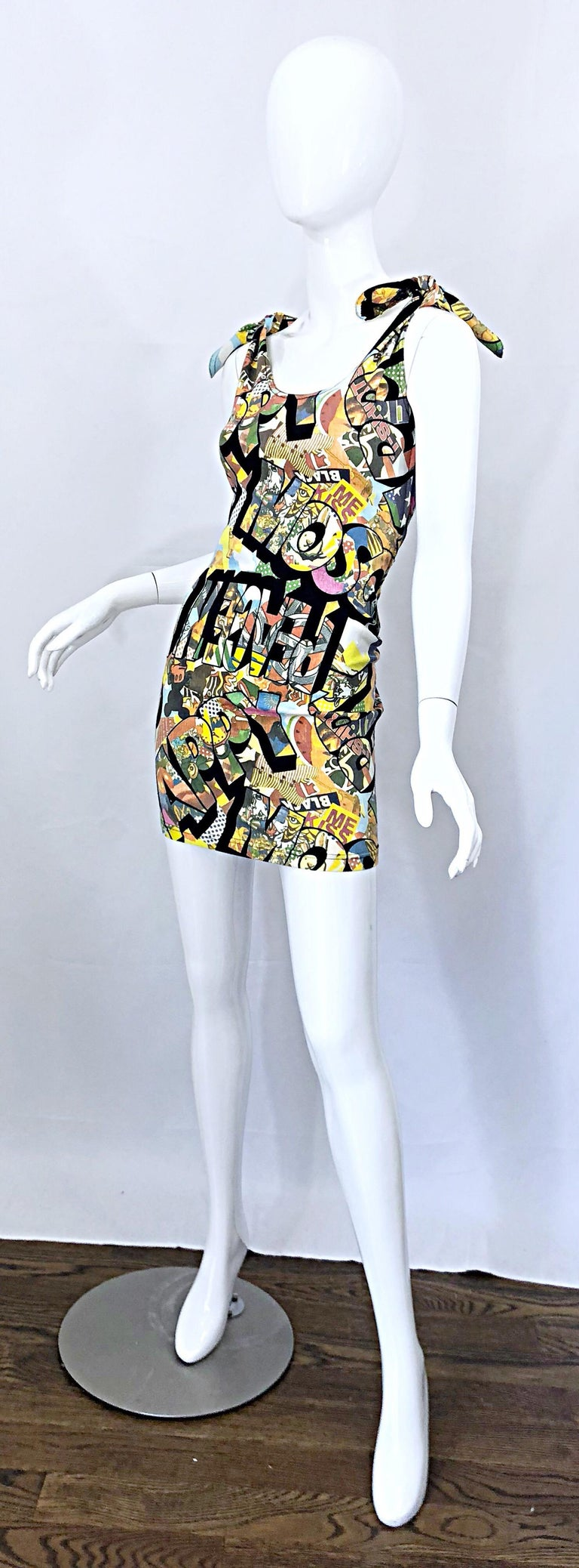 Women's Vintage Moschino 1990s Mickey Mouse Disney Iconic Novelty Print 90s Mini Dress For Sale