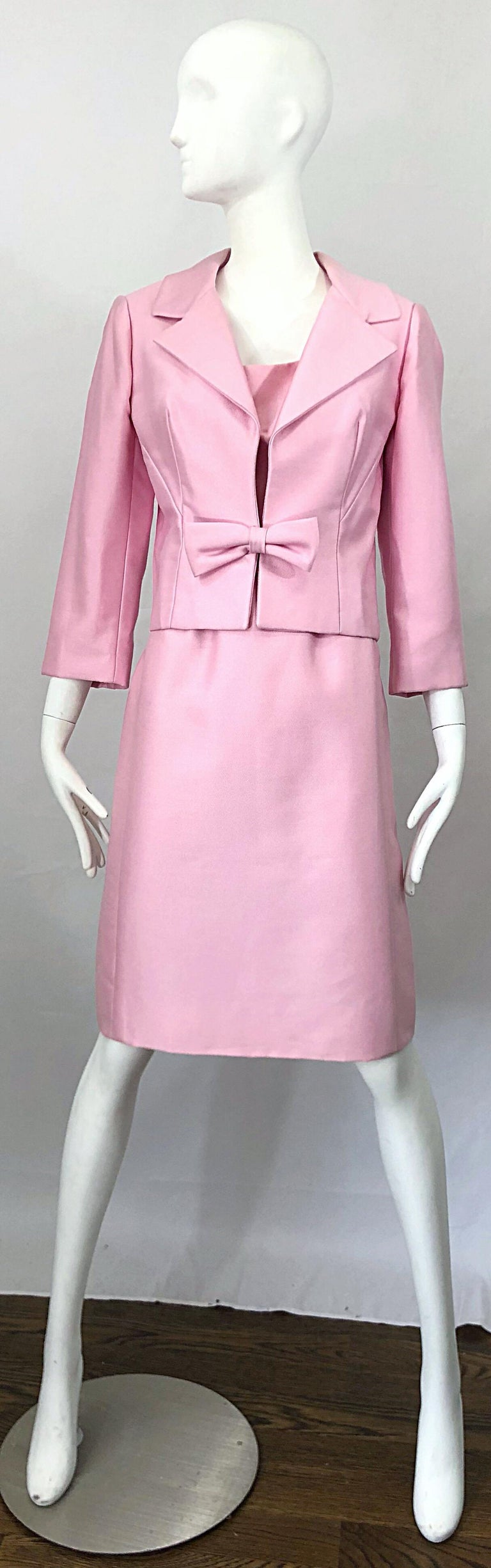 Chic 1960s Pat Sandler Light Pink Vintage 60s Silk Shift Dress and Jacket Suit In Excellent Condition For Sale In Chicago, IL
