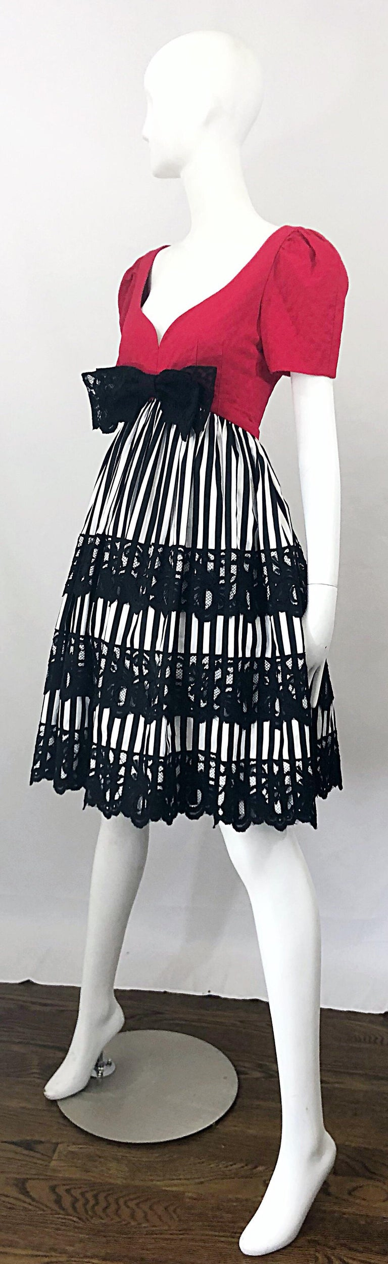 Vintage Adele Simpson Red + Black + White Fit n' Flare Empire Bow Lace Dress For Sale 2