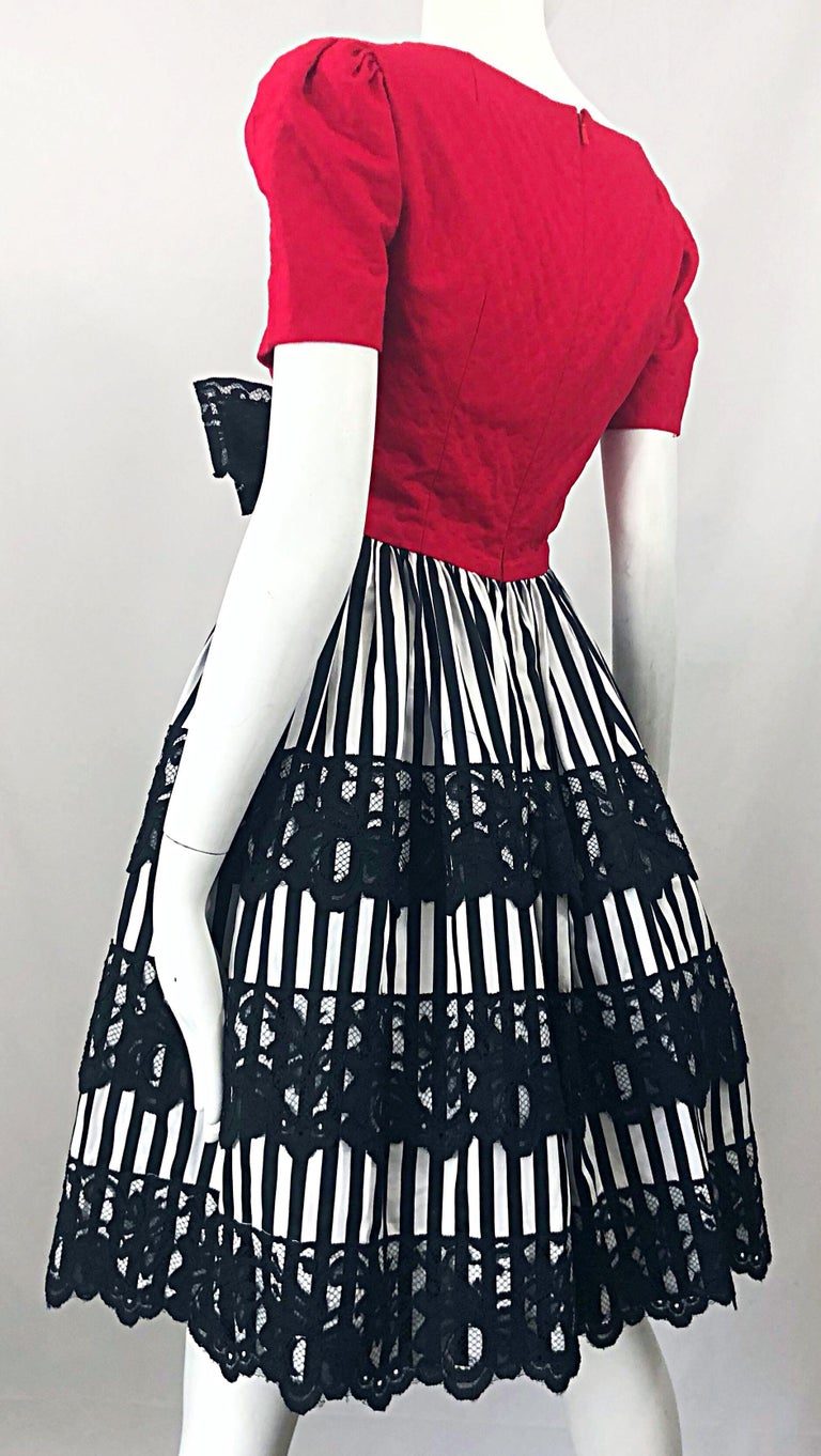 Vintage Adele Simpson Red + Black + White Fit n' Flare Empire Bow Lace Dress For Sale 4