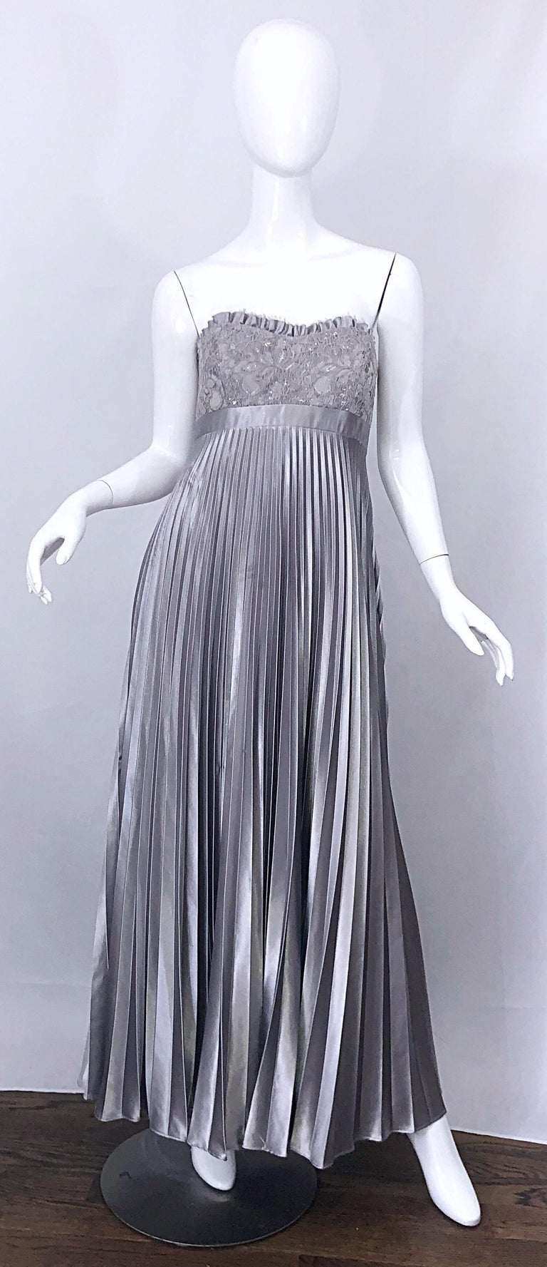 Beautiful Vintage Badgley Mischka Size 10 / 12 Silver Metallic Beaded Gown Dress For Sale 5