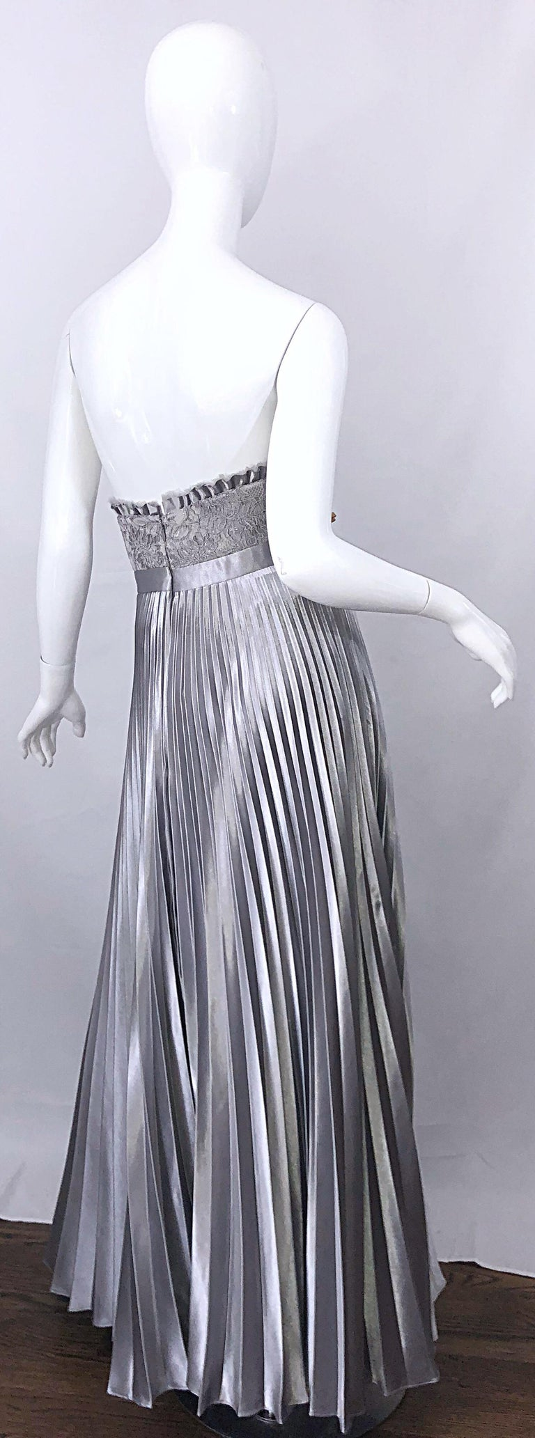 Beautiful Vintage Badgley Mischka Size 10 / 12 Silver Metallic Beaded Gown Dress For Sale 4