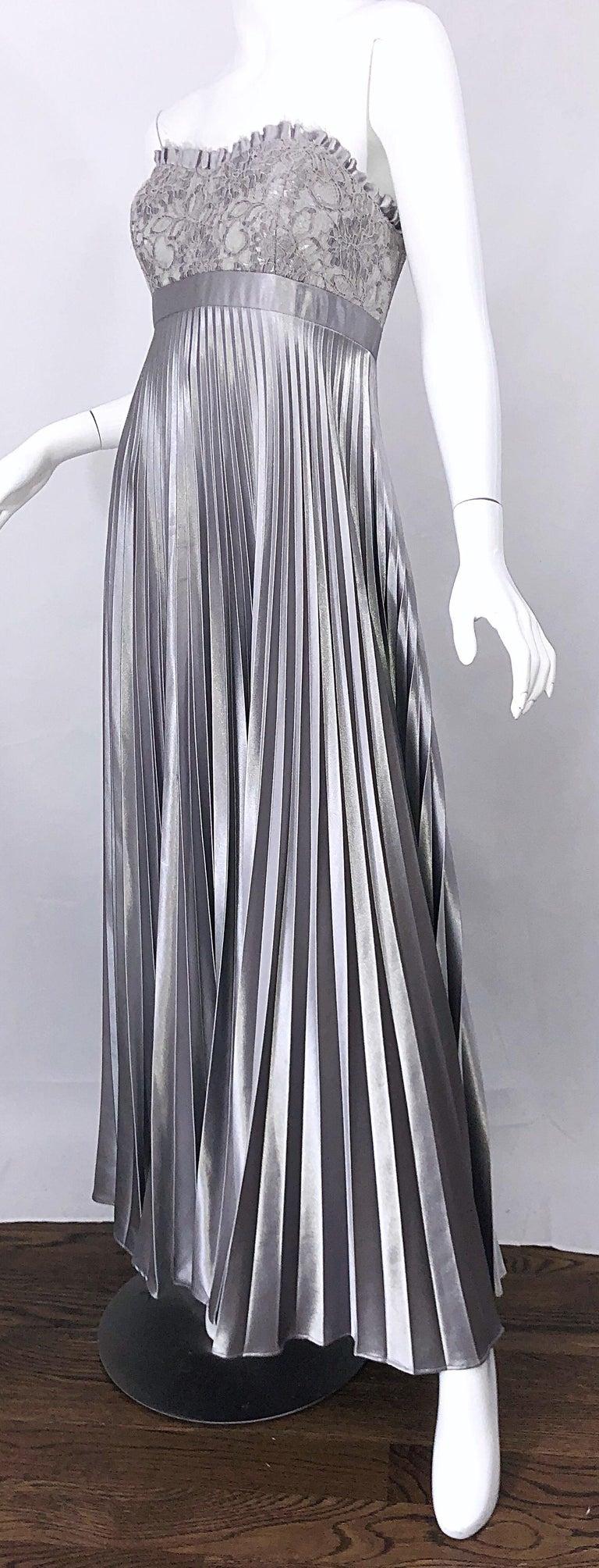 Beautiful Vintage Badgley Mischka Size 10 / 12 Silver Metallic Beaded Gown Dress For Sale 6