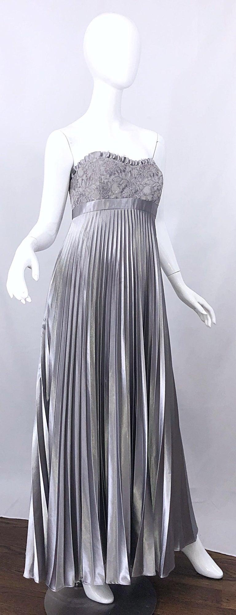 Beautiful Vintage Badgley Mischka Size 10 / 12 Silver Metallic Beaded Gown Dress For Sale 2