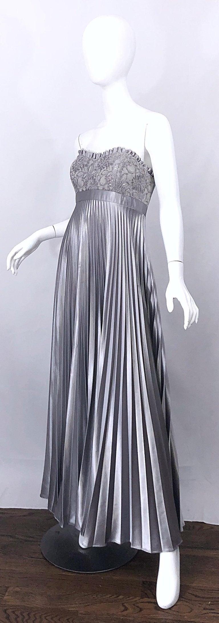 Beautiful Vintage Badgley Mischka Size 10 / 12 Silver Metallic Beaded Gown Dress For Sale 1