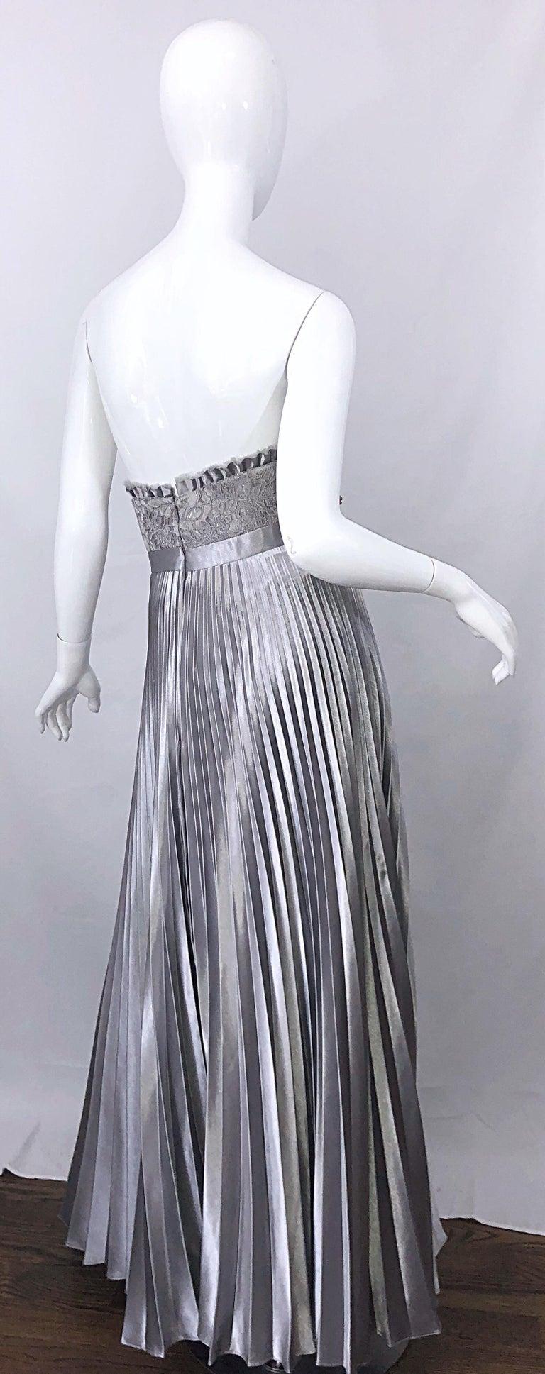 Women's Beautiful Vintage Badgley Mischka Size 10 / 12 Silver Metallic Beaded Gown Dress For Sale
