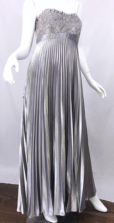 Beautiful Vintage Badgley Mischka Size 10 / 12 Silver Metallic Beaded Gown Dress For Sale 3