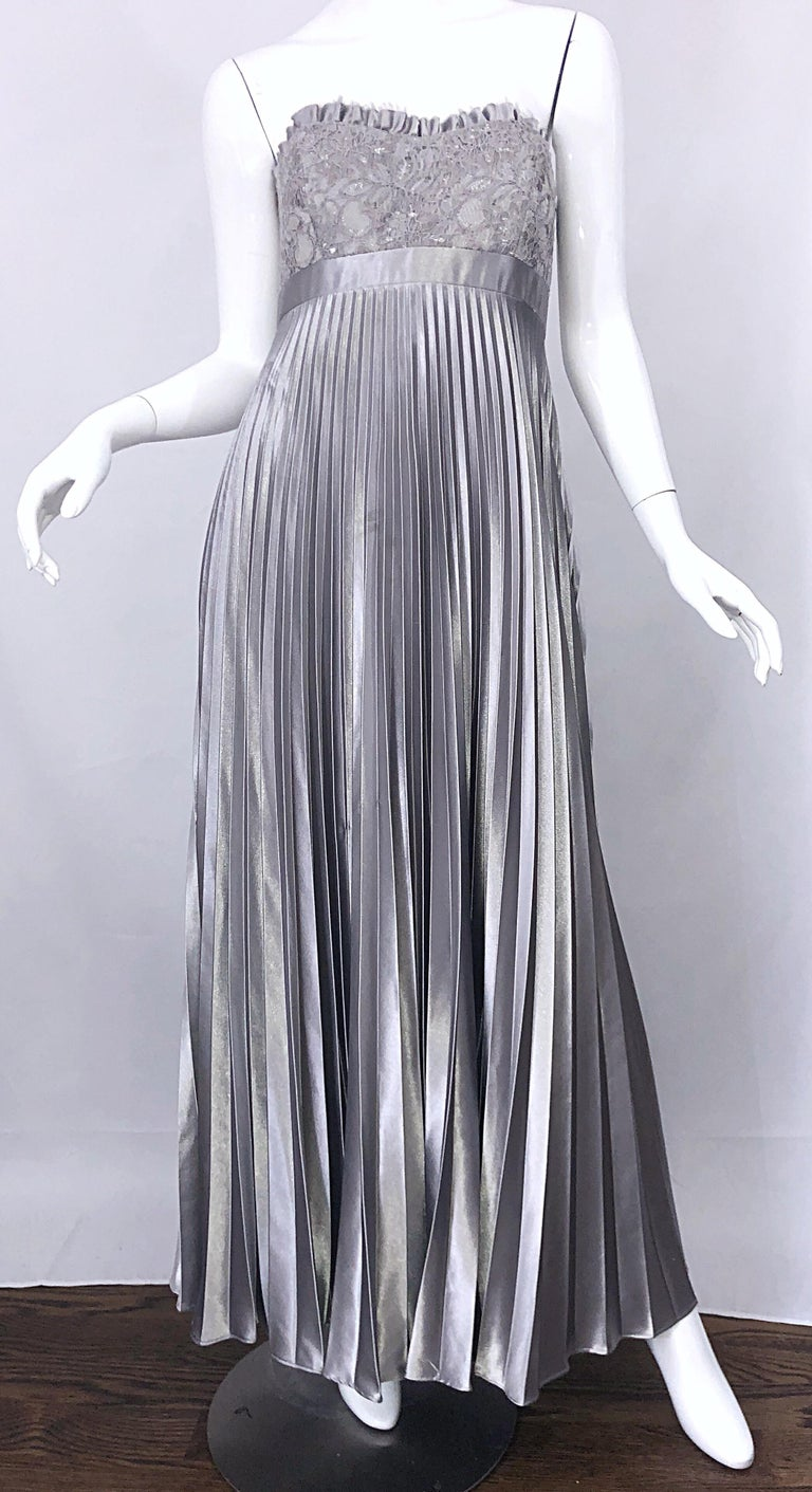Beautiful Vintage Badgley Mischka Size 10 / 12 Silver Metallic Beaded Gown Dress For Sale 7