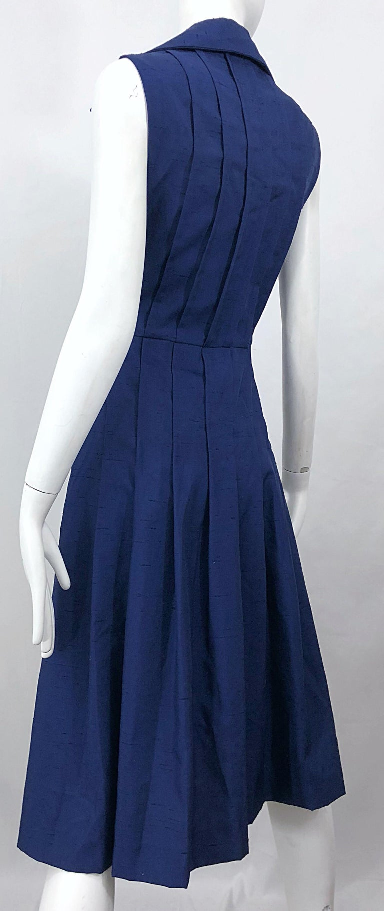 1990s Saks 5th Avenue Size 10 Navy Blue Silk Vintage 90s Sleeveless Shirt Dress For Sale 2
