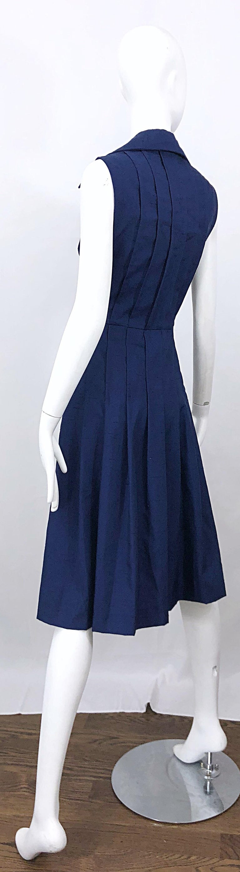 1990s Saks 5th Avenue Size 10 Navy Blue Silk Vintage 90s Sleeveless Shirt Dress For Sale 11
