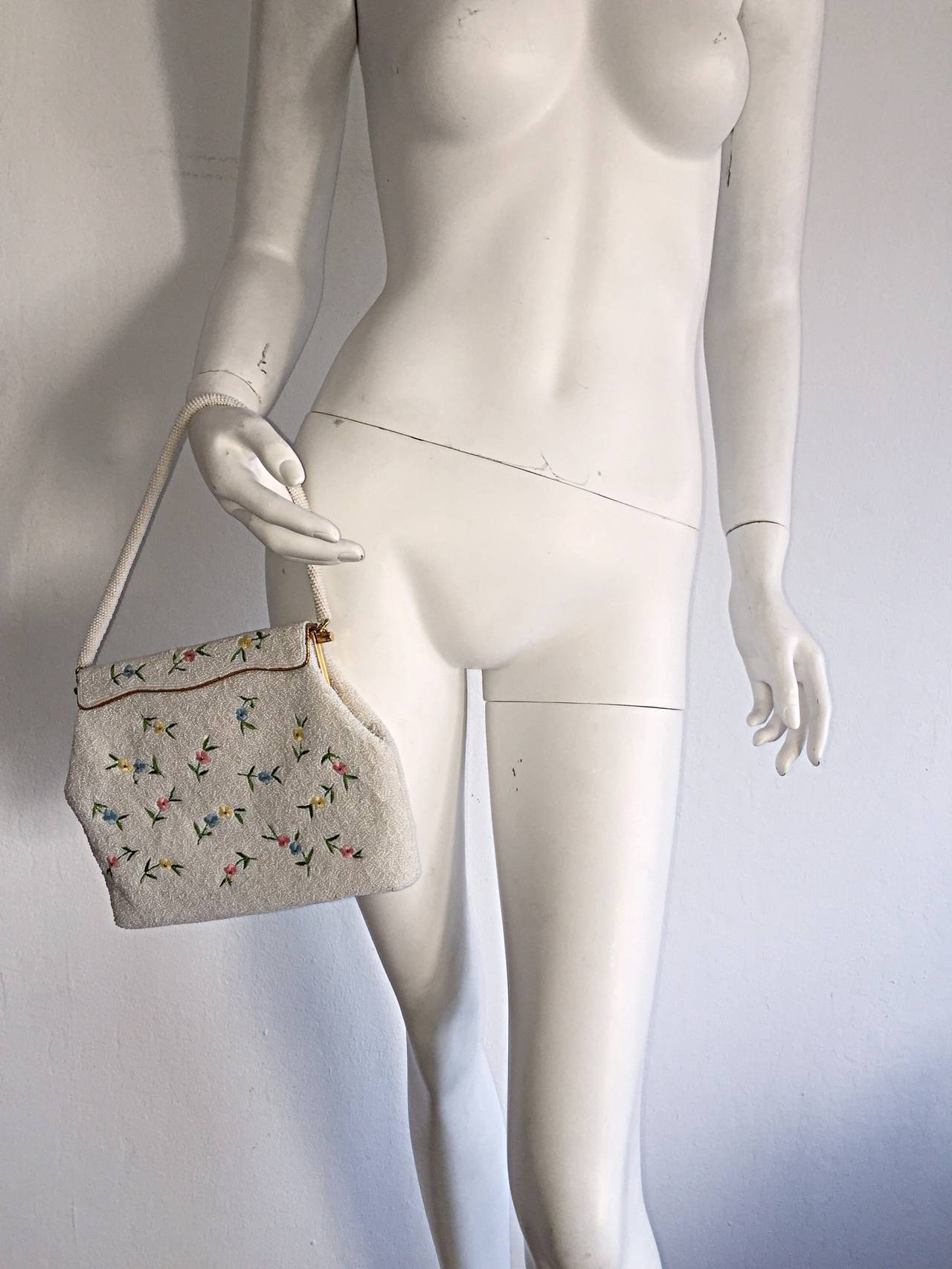 Women's Beautiful 1960s 60s Large White Beaded Flower Purse For Sale
