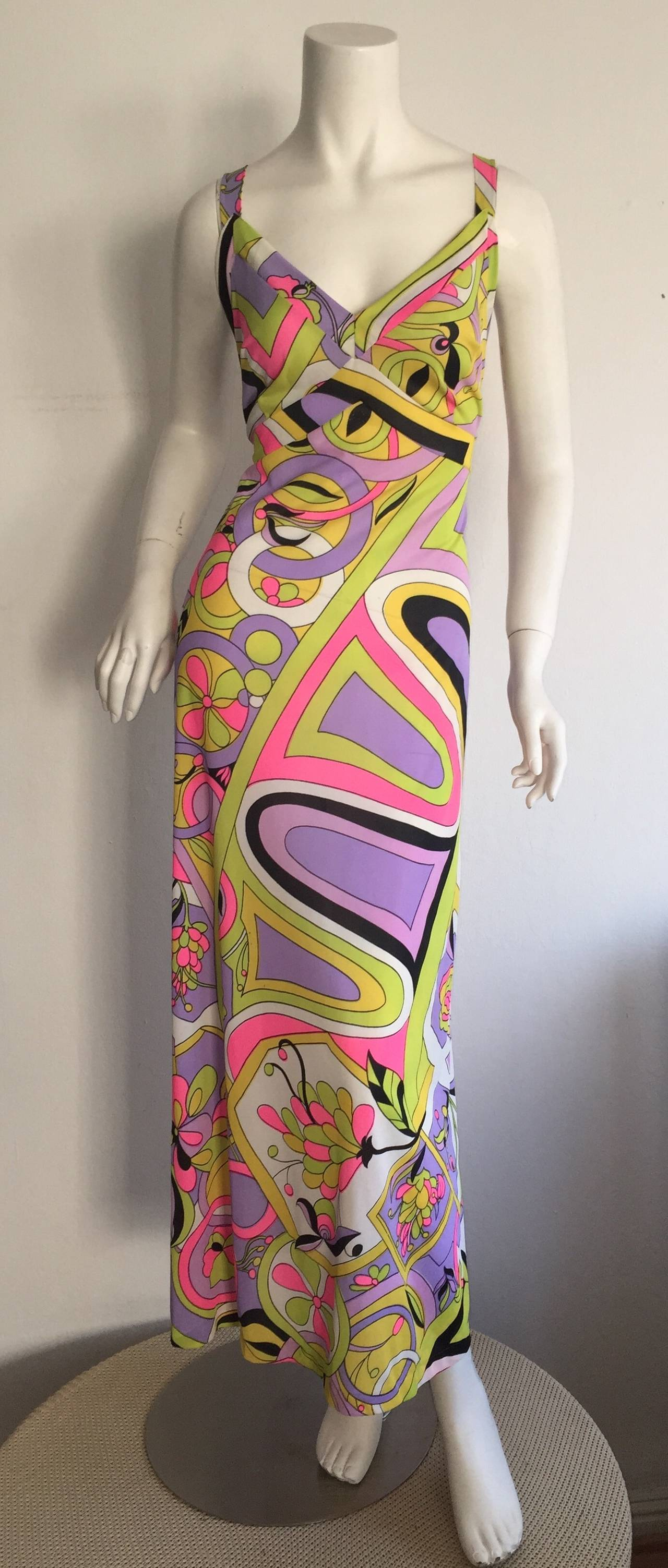 Amazing 1970s Vintage Leonora Psychedelic Colorful Wrap