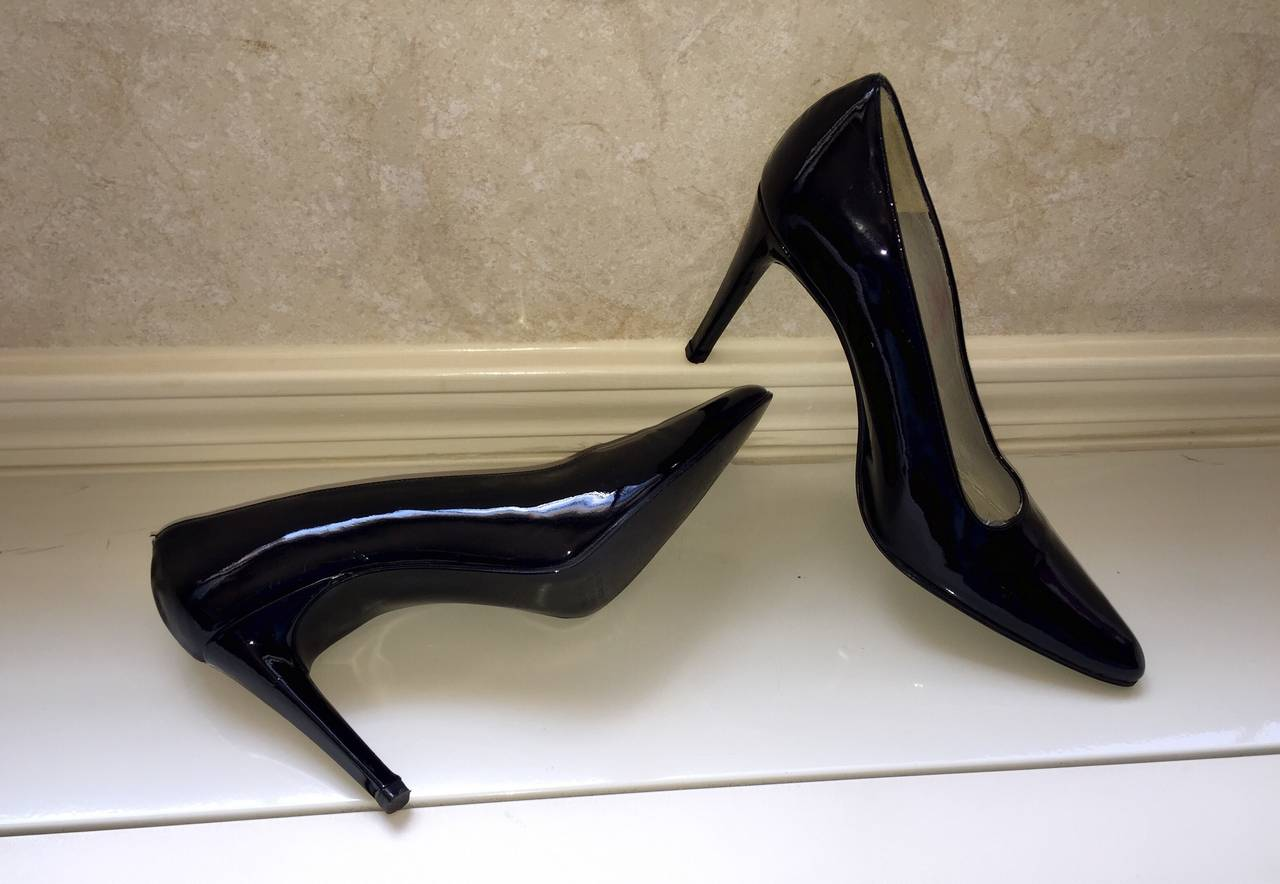 1a57983e39 The ultimate pair of classic black pumps! These 1990s Carlos Falchi (Size 8)