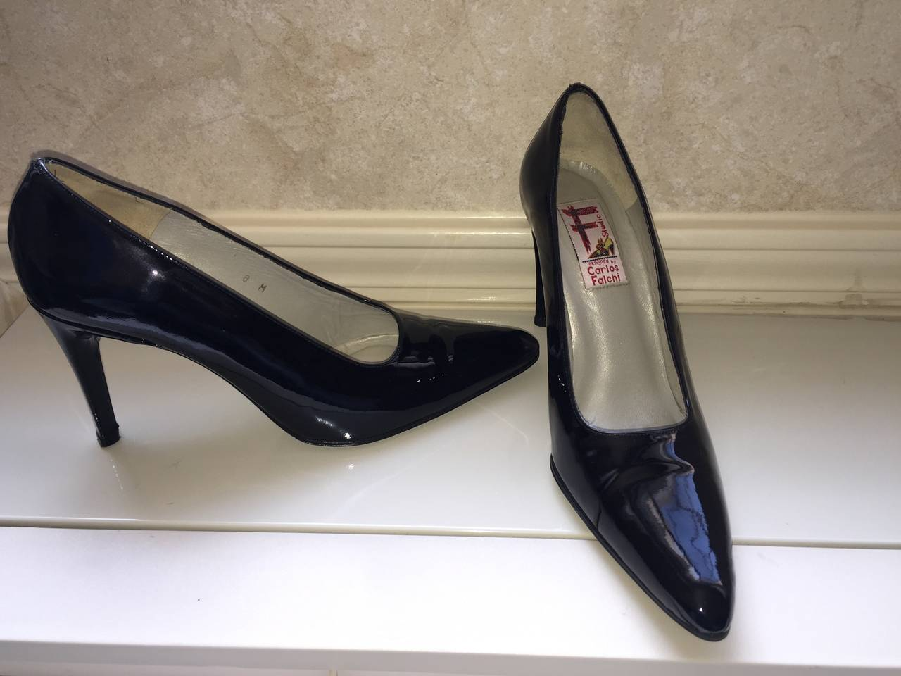 Women's Vintage Carlos Falchi Classic Black Patent Leather Pumps / Heels / Shoes Size 8 For Sale