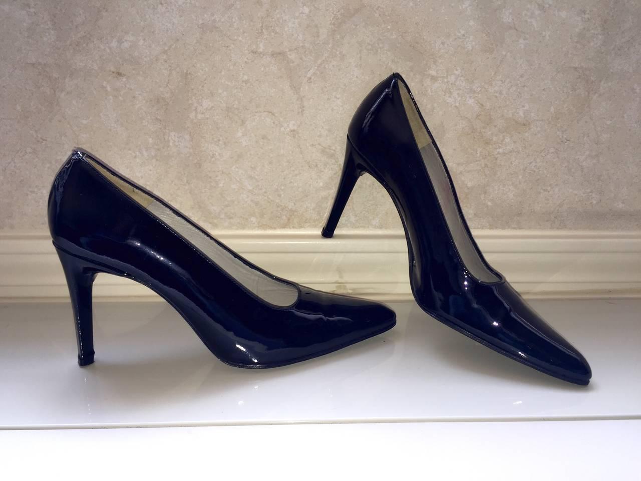 Vintage Carlos Falchi Classic Black Patent Leather Pumps / Heels / Shoes Size 8 For Sale 3