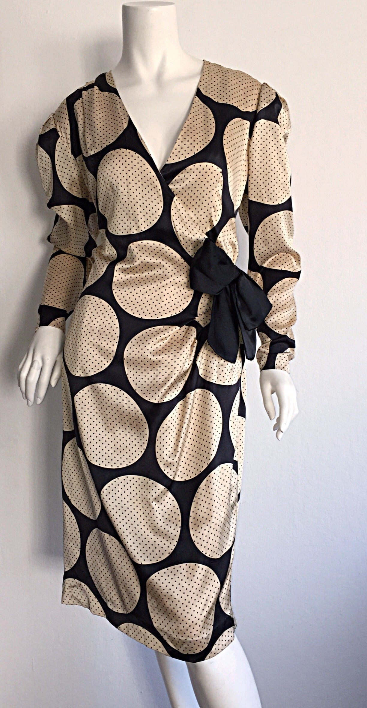 Vintage Hanae Mori Polka Dot / Pin Dot Silk Wrap Dress In Excellent Condition For Sale In Chicago, IL
