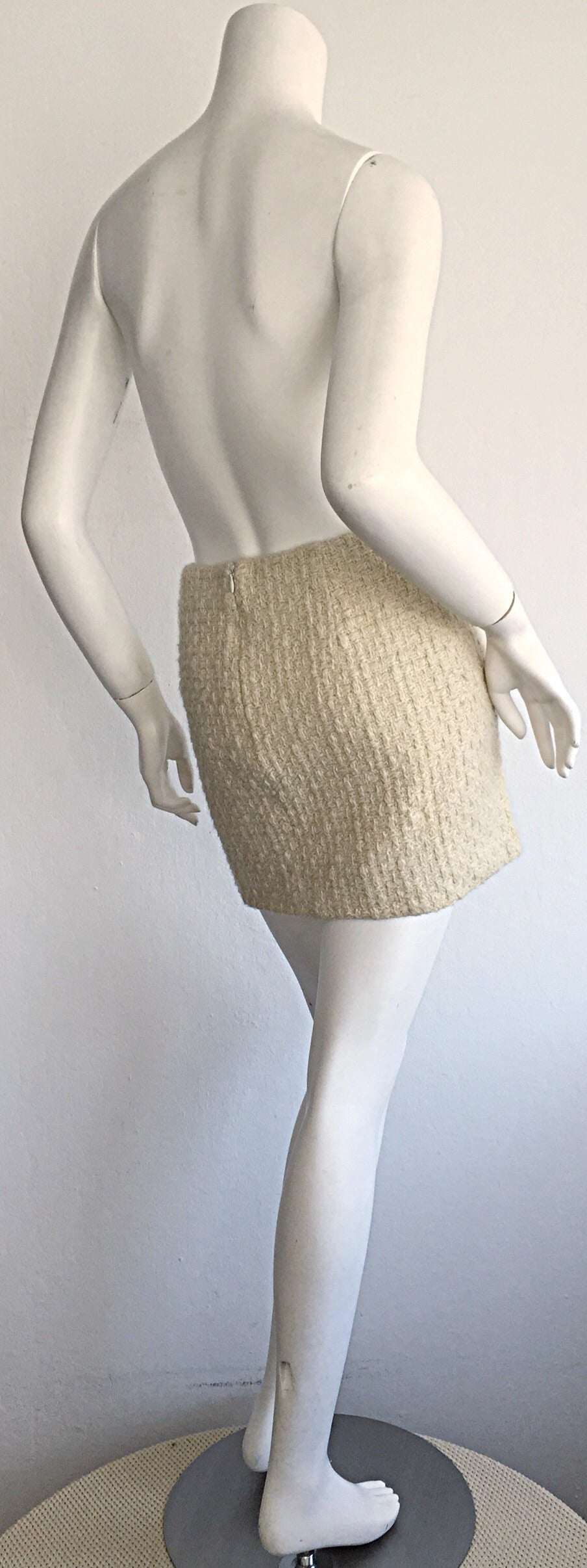 Sexy 1990s Vintage Gianni Versace Couture Ivory Off - White Cashmere Mini Skirt In Excellent Condition For Sale In Chicago, IL