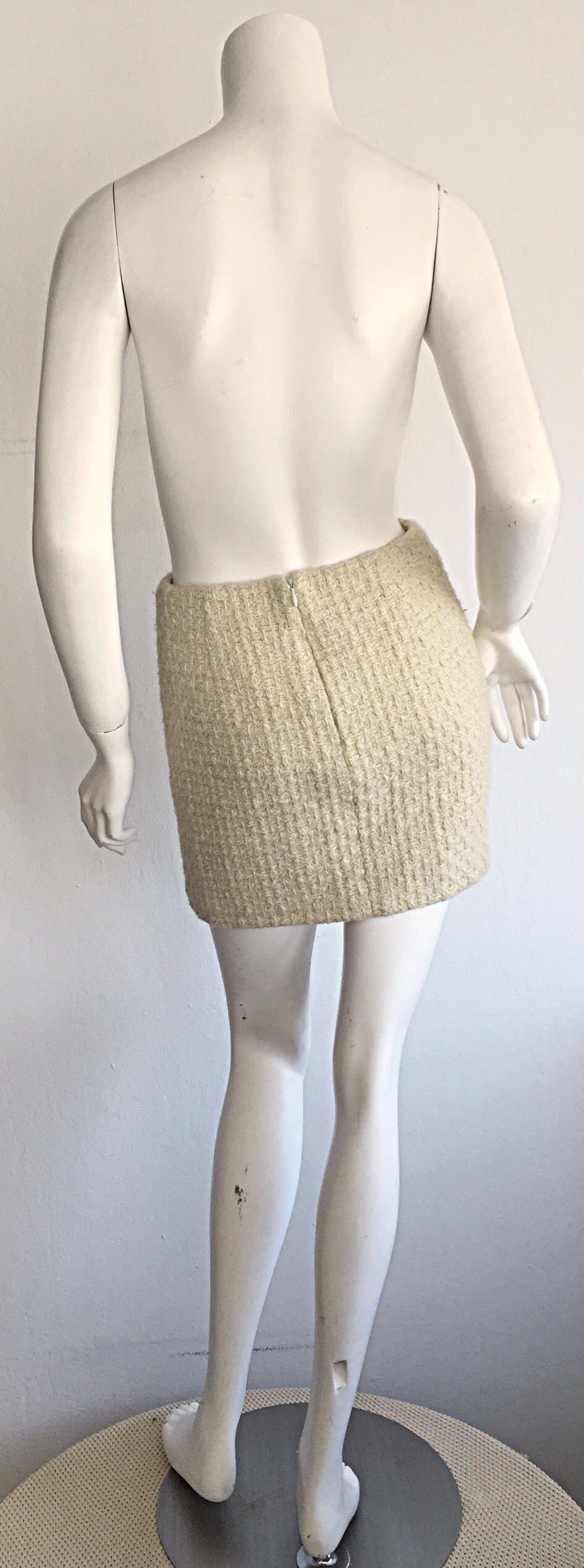 Sexy 1990s Vintage Gianni Versace Couture Ivory Off - White Cashmere Mini Skirt For Sale 1