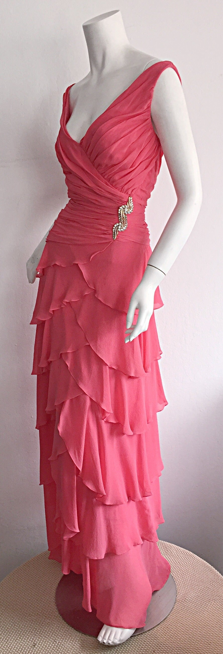 Women's Beautiful 1990s Vintage Tadashi Shoji Pink Silk Chiffon Tiered Dress For Sale