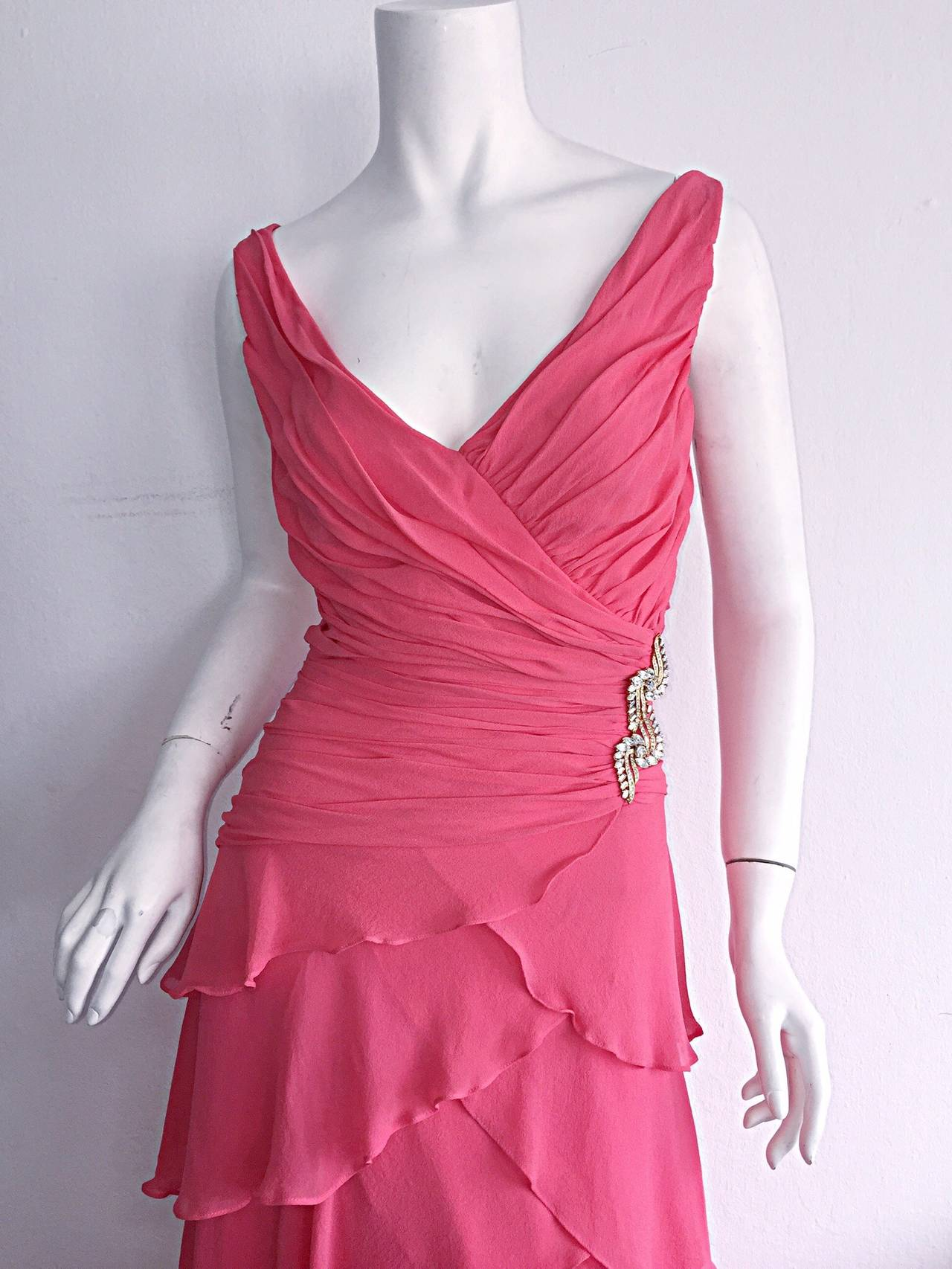Beautiful 1990s Vintage Tadashi Shoji Pink Silk Chiffon Tiered Dress For Sale 1