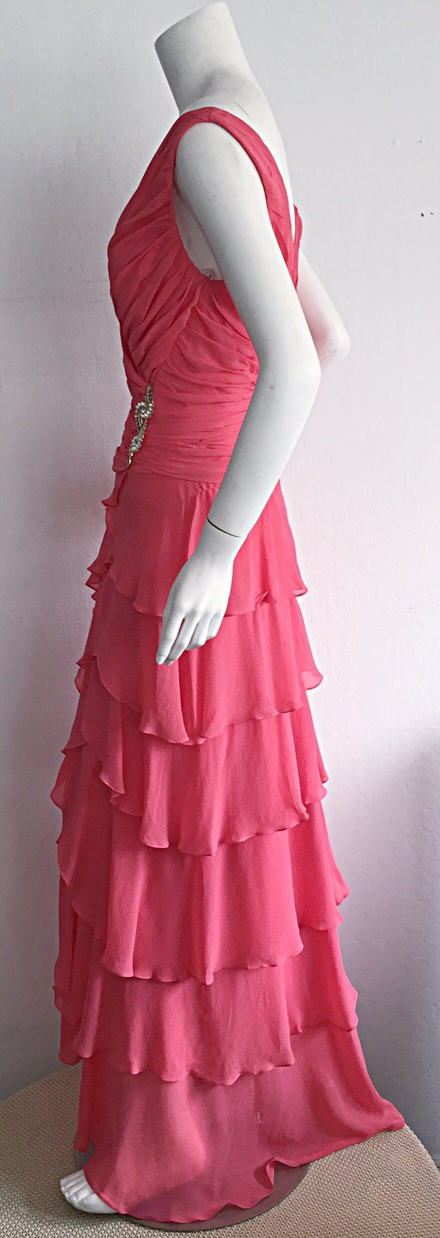 Beautiful 1990s Vintage Tadashi Shoji Pink Silk Chiffon Tiered Dress For Sale 3