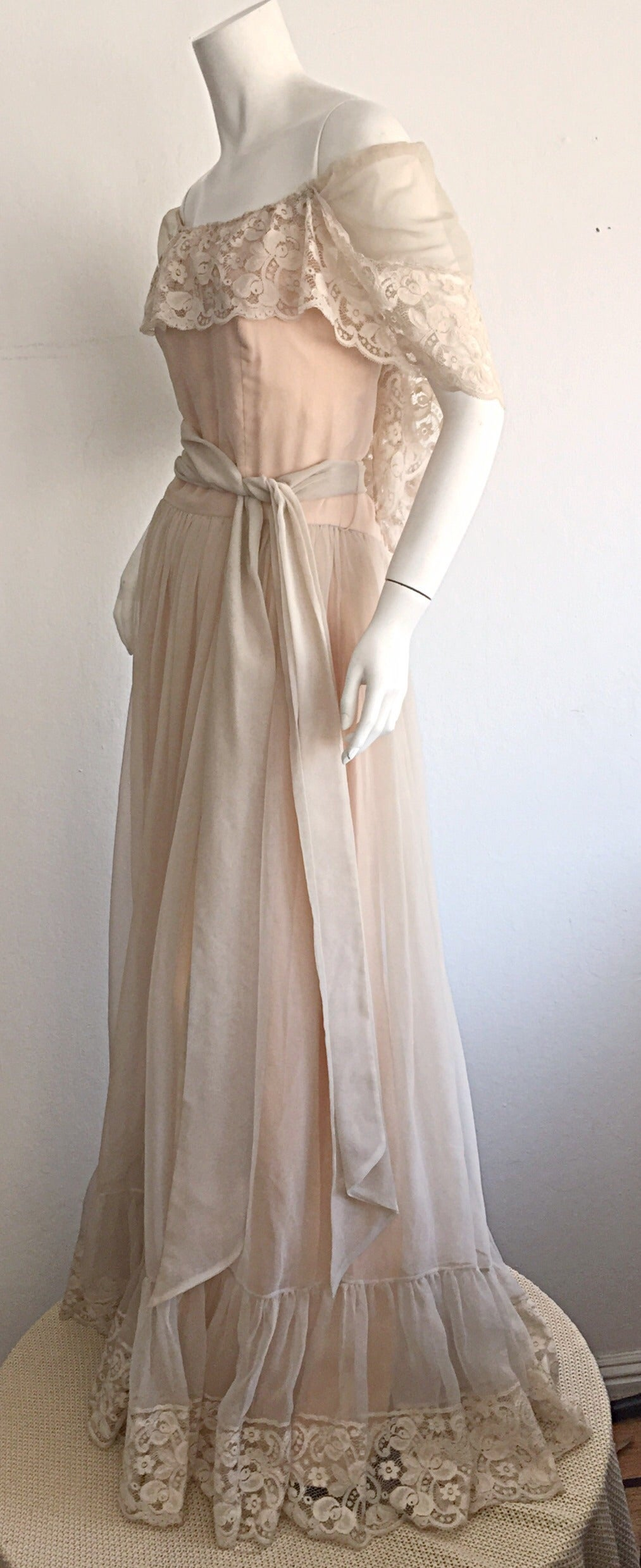 Beautiful Ethereal Vintage Victor Costa Cream Lace Bohemian Wedding Dress / Gown In Excellent Condition For Sale In San Francisco, CA