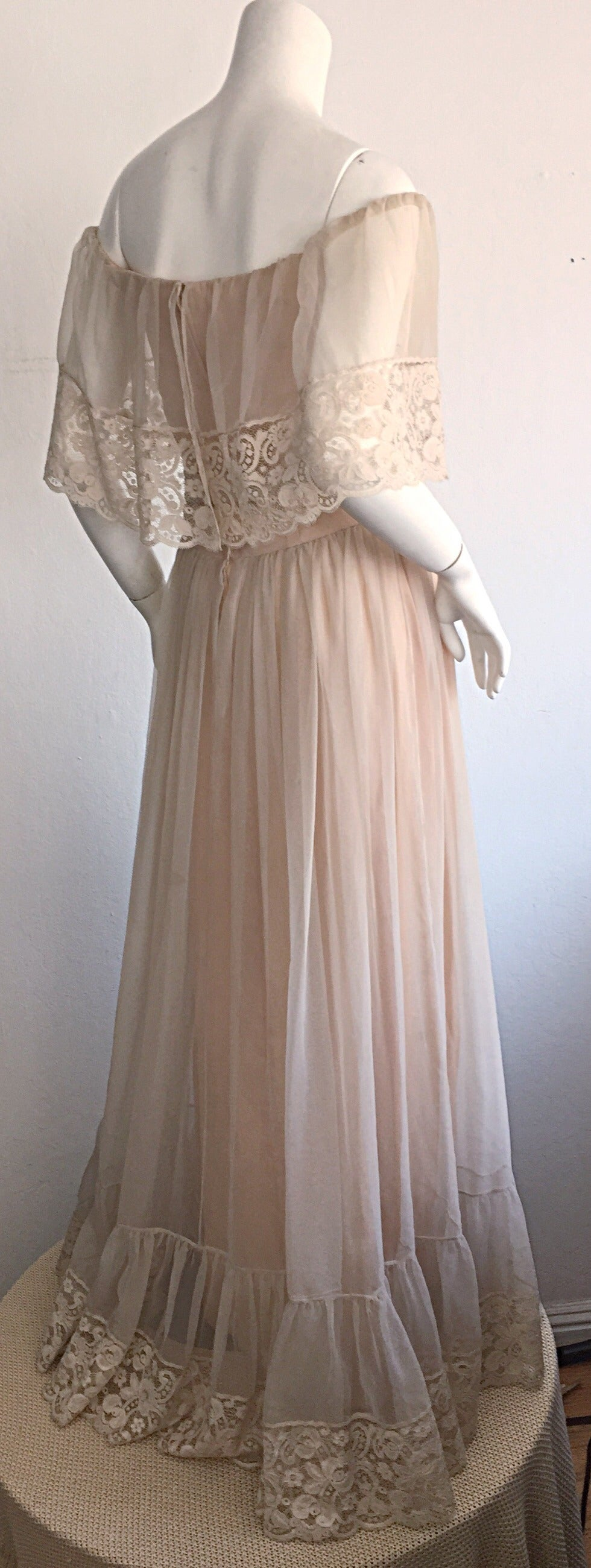 Women's Beautiful Ethereal Vintage Victor Costa Cream Lace Bohemian Wedding Dress / Gown For Sale