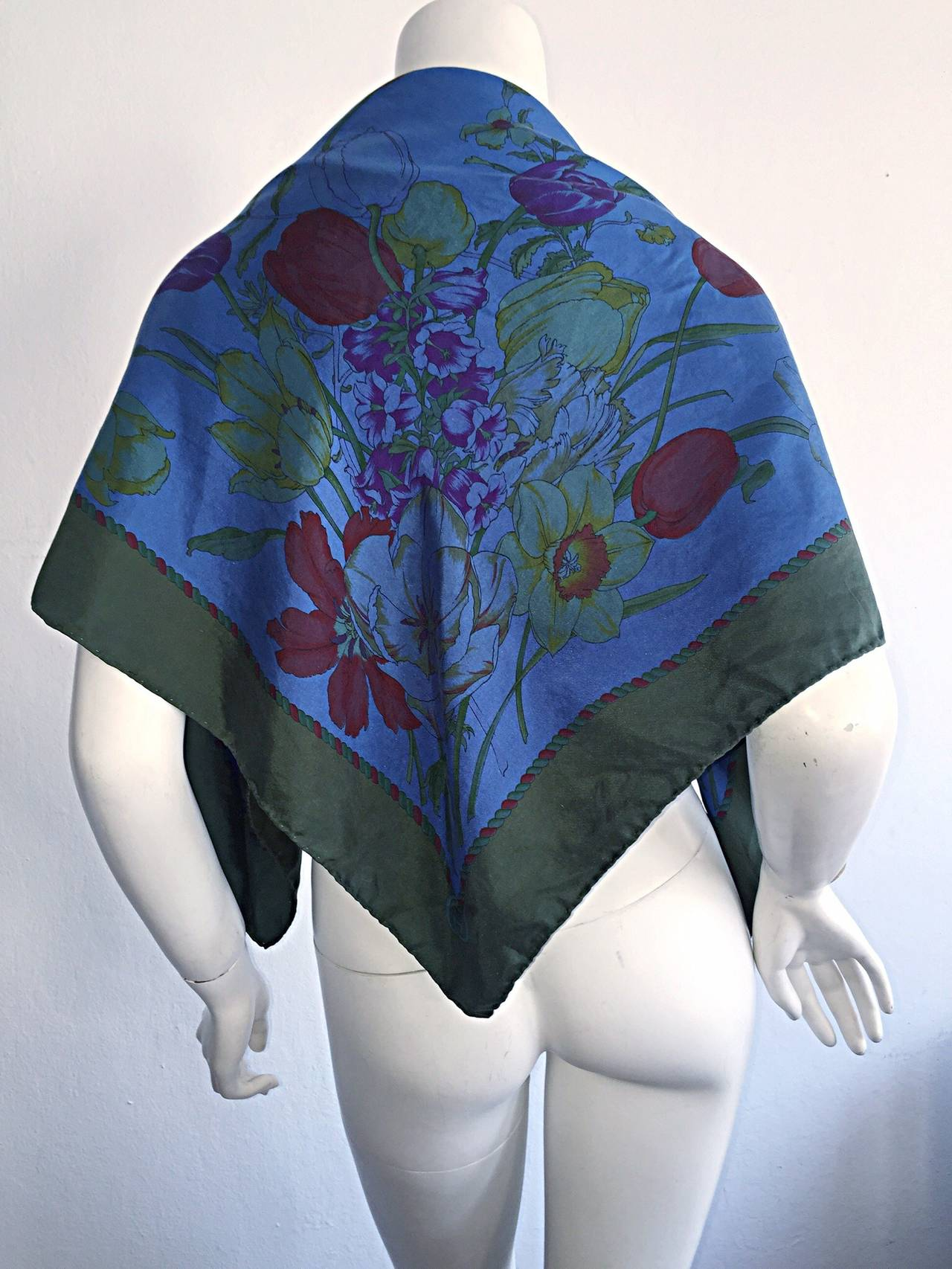 Gorgeous vintage late 70s Gucci scarf! From the 'Tulipano' collection, this beauty features a beautiful print of tulips, along with other flowers. Discreet GUcci 'GG' logo at one corner, with Gucci signature at opposite corner. Can be worn a number