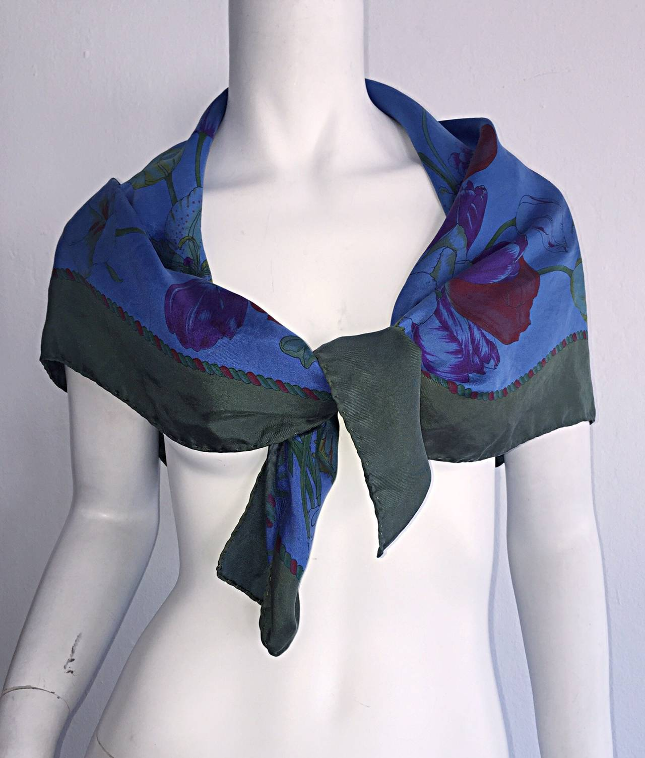 Beautiful Vintage Gucci Tulipano Blue Flower Tulip Print Large 1970s Silk Scarf In Excellent Condition For Sale In Chicago, IL