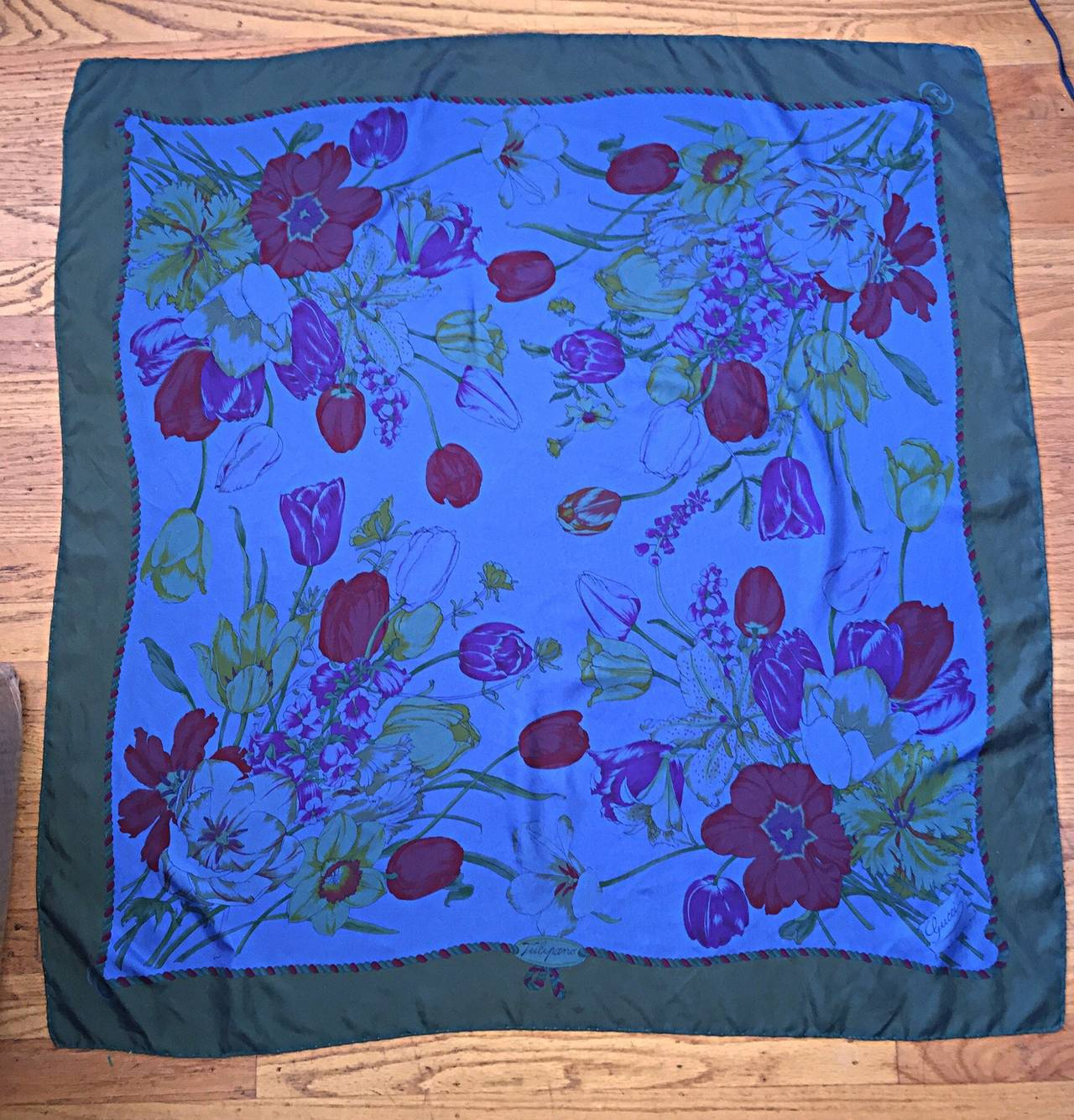 Beautiful Vintage Gucci Tulipano Blue Flower Tulip Print Large 1970s Silk Scarf For Sale 1