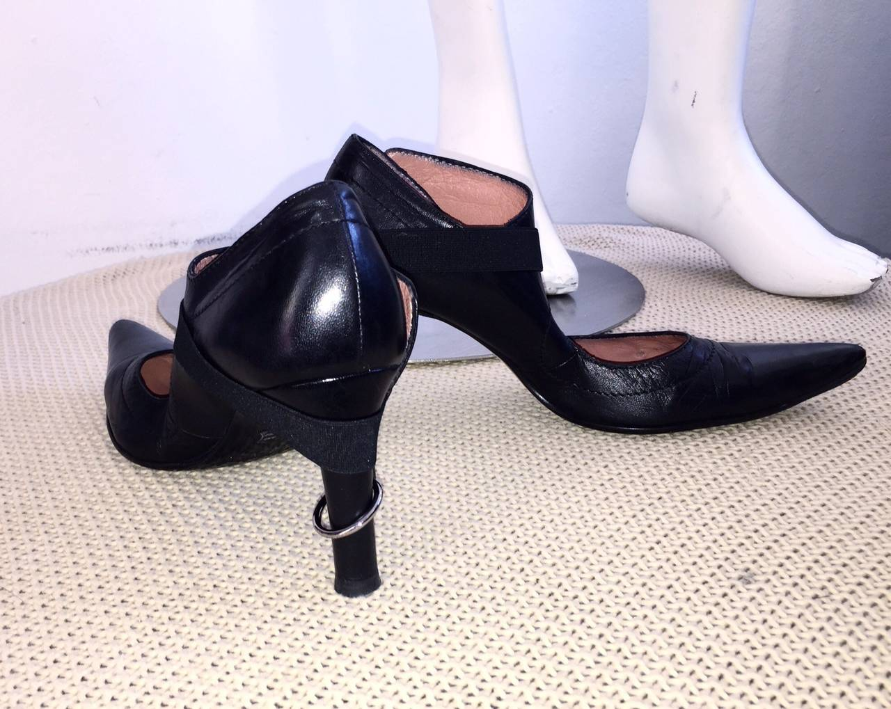 Rare Dirk Bikkembergs Black Leather Runway ' Bondage ' Loop Heels Size 38 8 In Excellent Condition For Sale In Chicago, IL