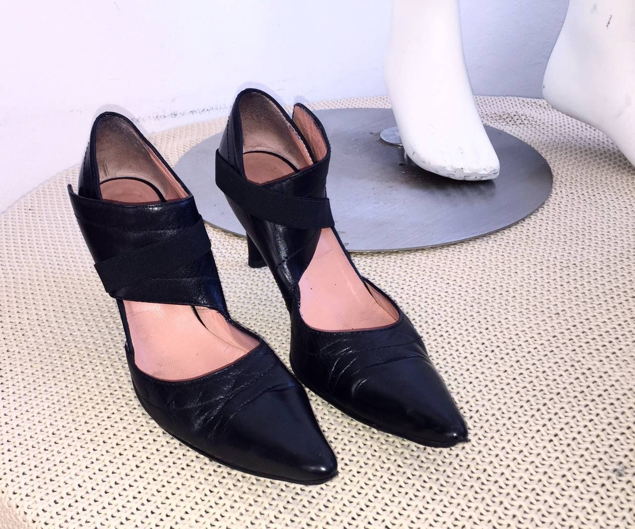 Rare Dirk Bikkembergs Black Leather Runway ' Bondage ' Loop Heels Size 38 8 For Sale 2