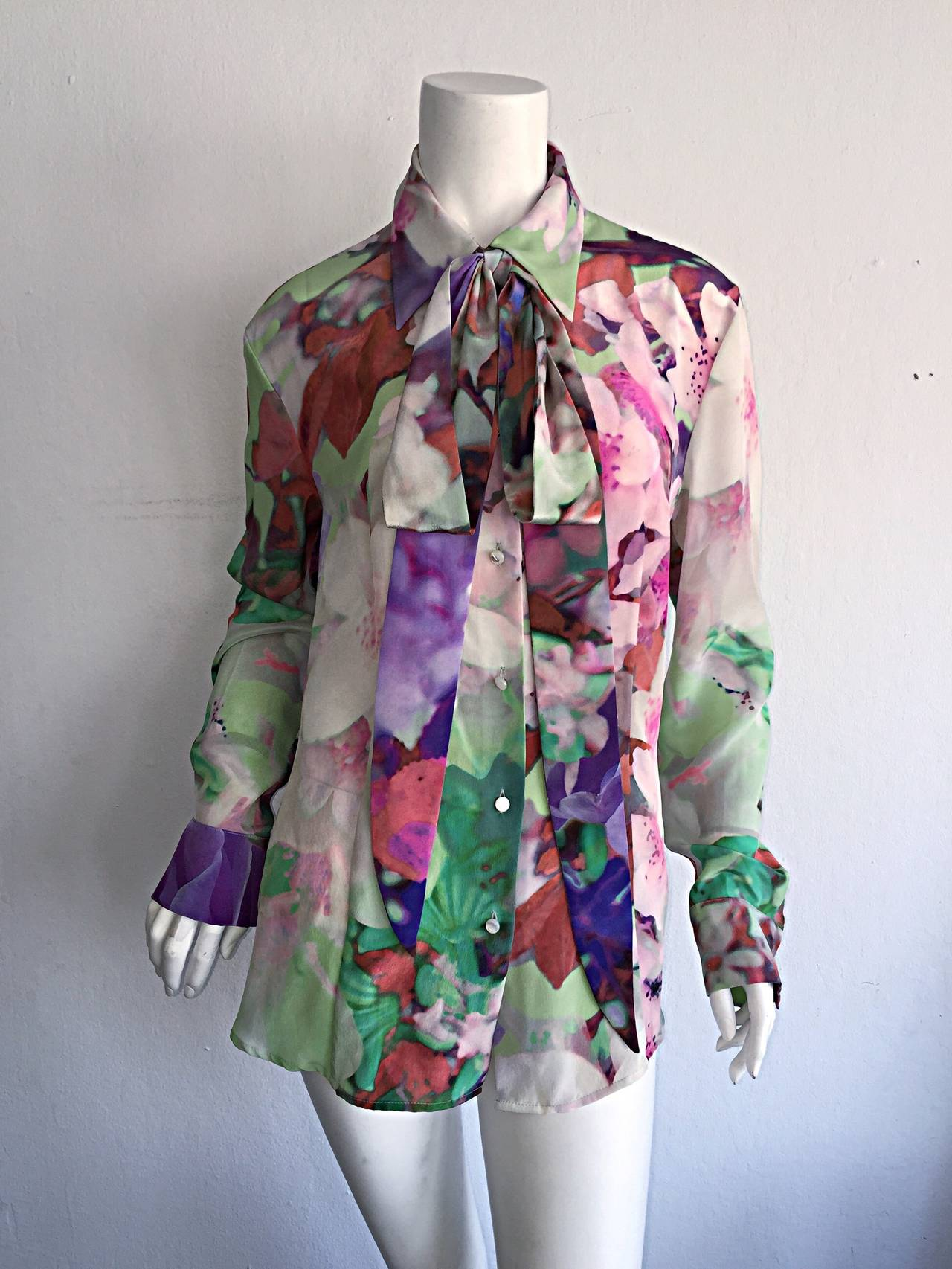 Beautiful Escada Silk Watercolor Blouse w/ Deteachable Neck Tie + Belt In Excellent Condition For Sale In San Francisco, CA