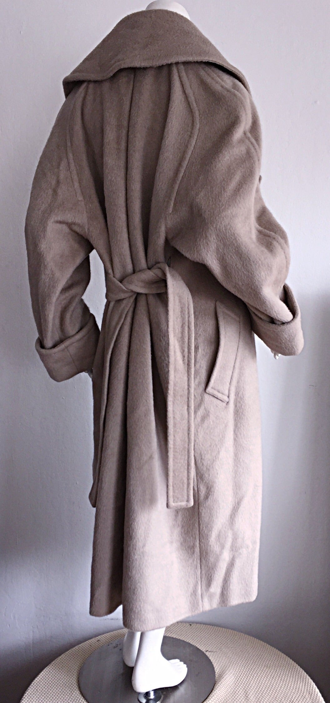 Stylish Vintage Guy Laroche Alpaca + Wool Taupe Wrap Blanket Jacket / Coat In Excellent Condition For Sale In Chicago, IL