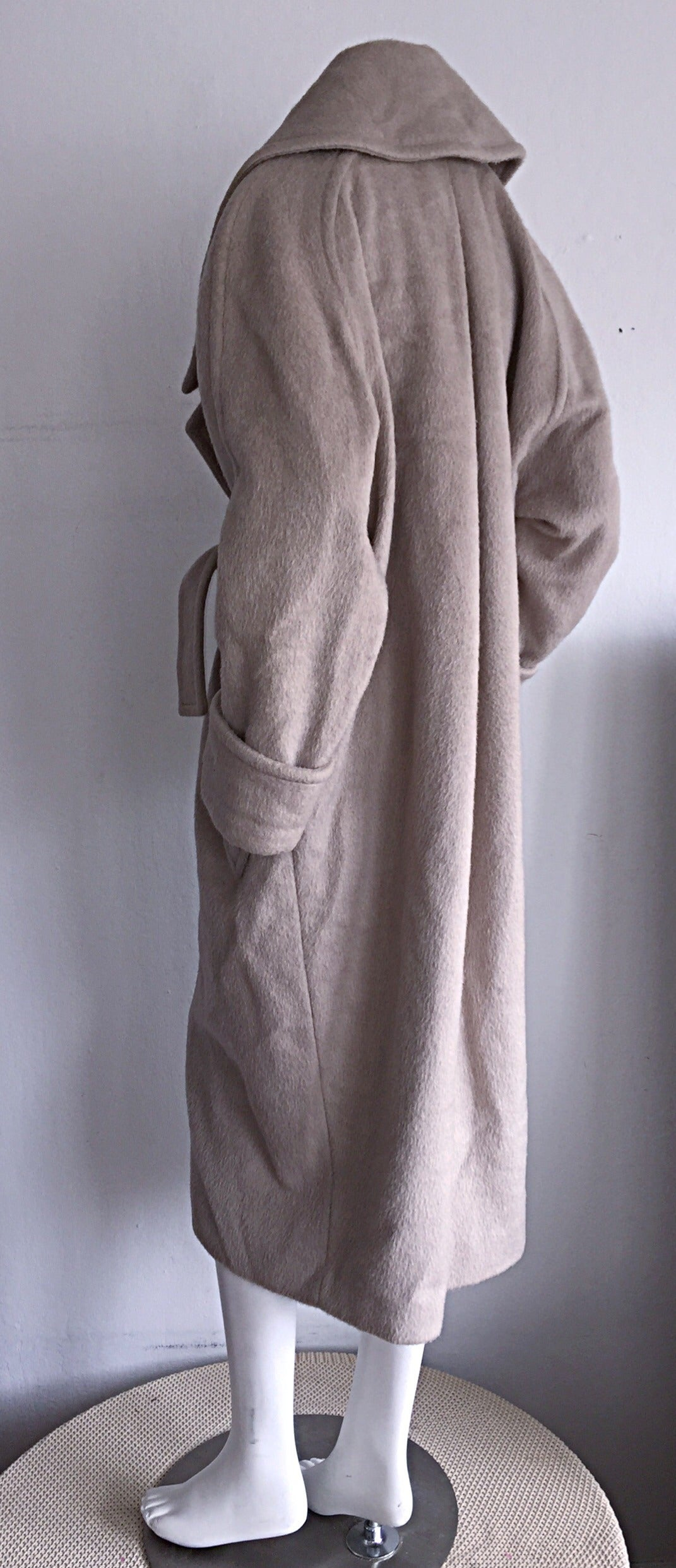 Women's Stylish Vintage Guy Laroche Alpaca + Wool Taupe Wrap Blanket Jacket / Coat For Sale