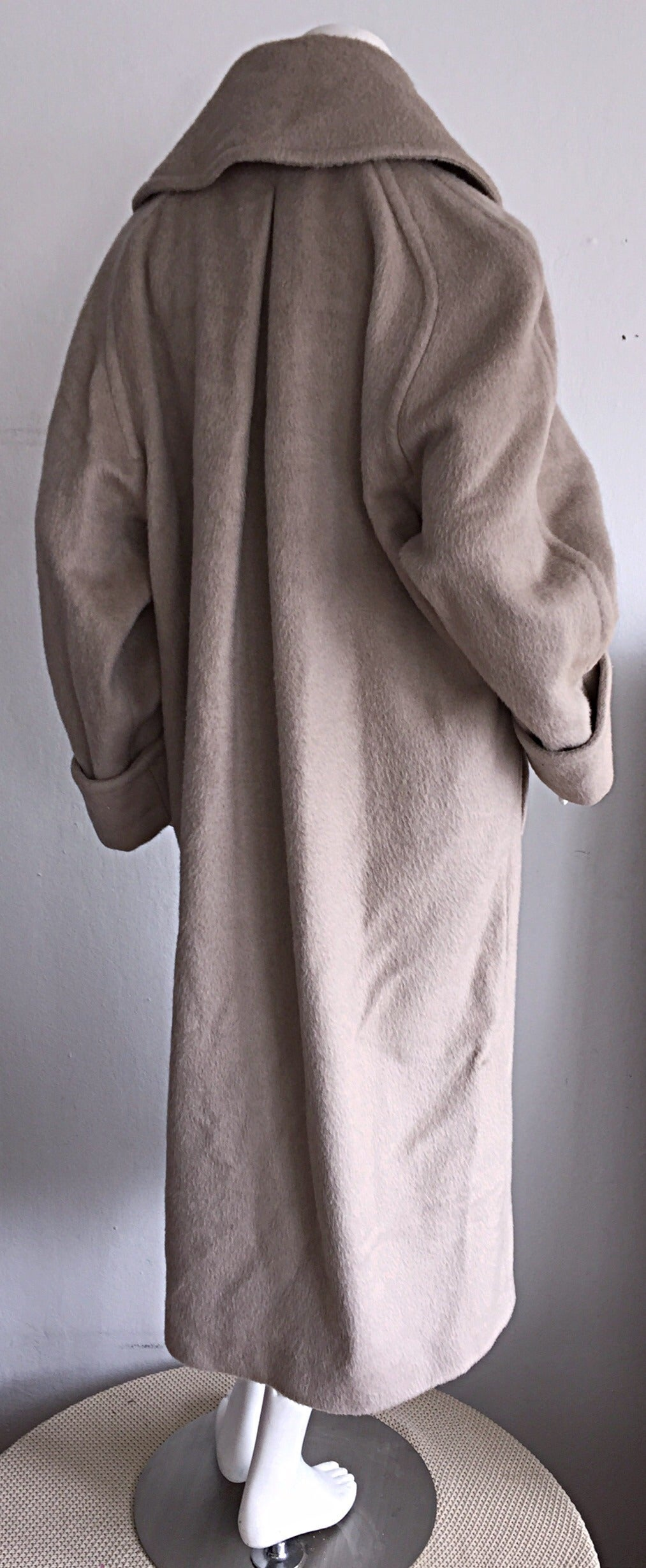 Stylish Vintage Guy Laroche Alpaca + Wool Taupe Wrap Blanket Jacket / Coat For Sale 2