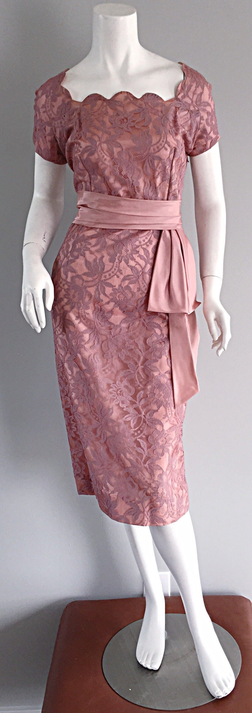 Beautiful Vintage 1950s 50s Pink Lace Wiggle Dress w/ Scalloped Edges 9