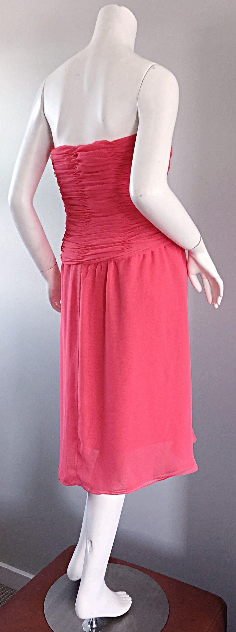 Victor Costa Coral Pink Strapless Flowy Knotted Vintage Cocktail Dress Size 8 10 In Excellent Condition For Sale In San Francisco, CA