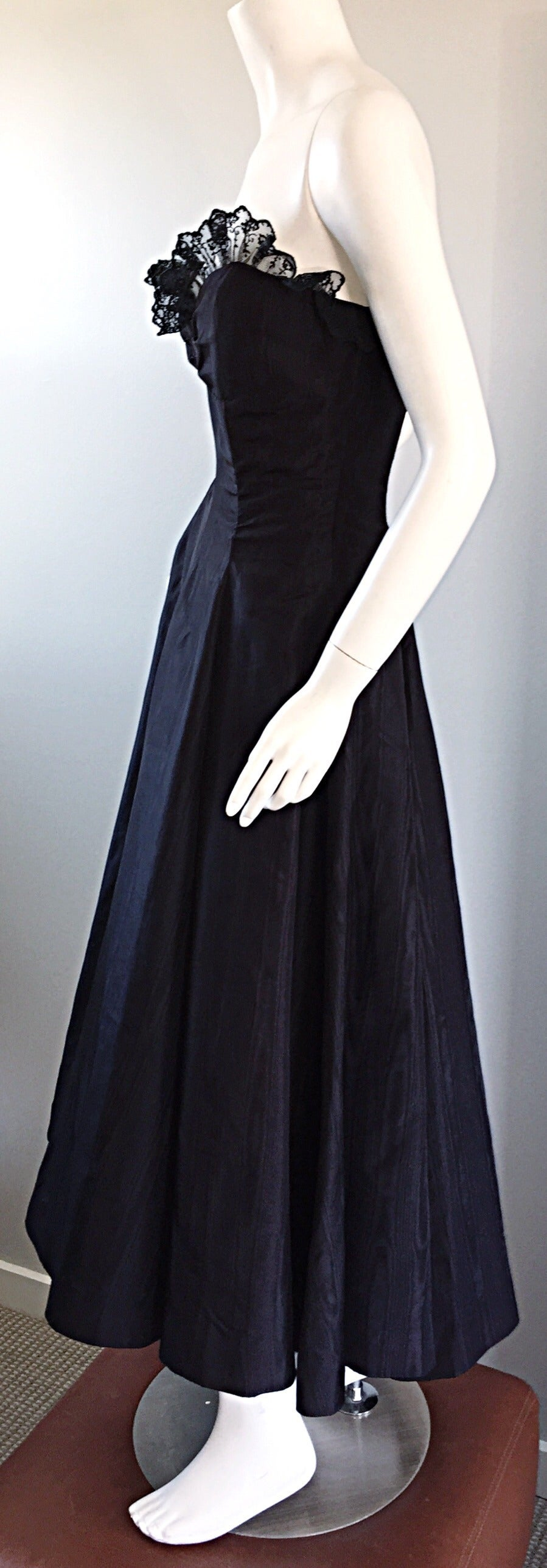 """1950s 50s Black Silk Taffeta + Lace Strapless """" New Look """" Vintage Dress For Sale 2"""