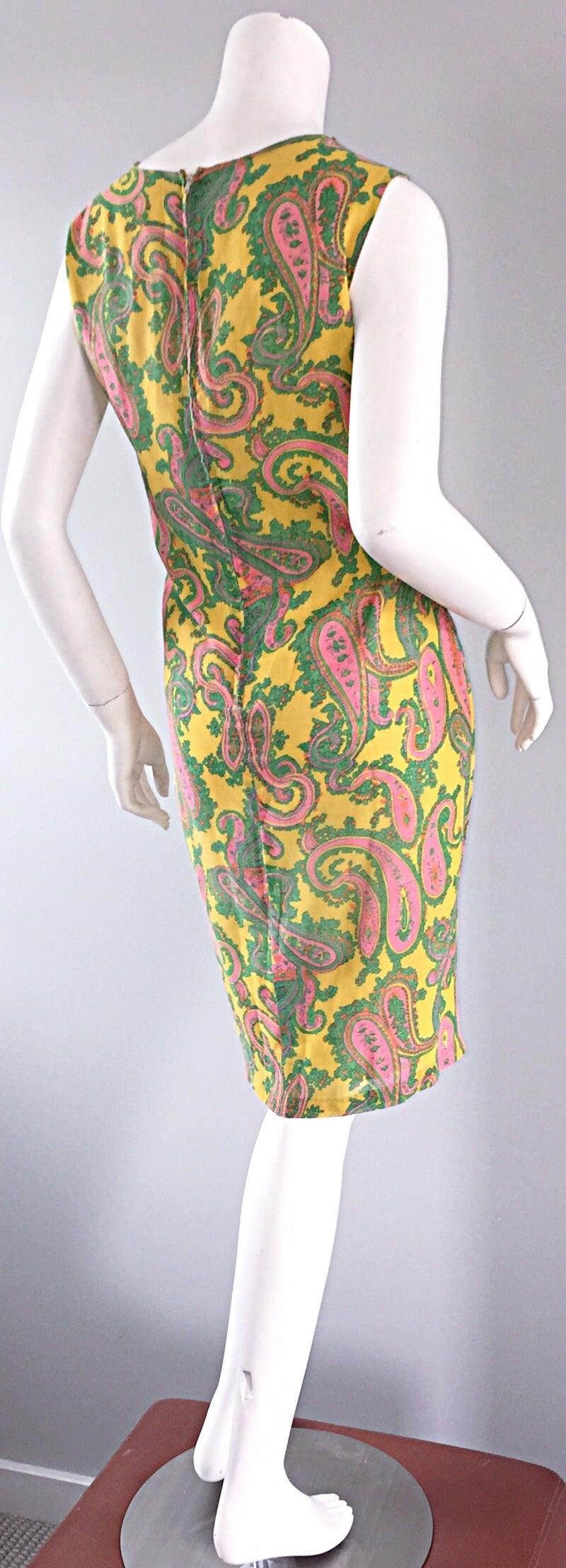 Women's 1960s 60s Yellow + Pink + Green Paisley Mod Retro Vintage Cotton Shift Dress For Sale
