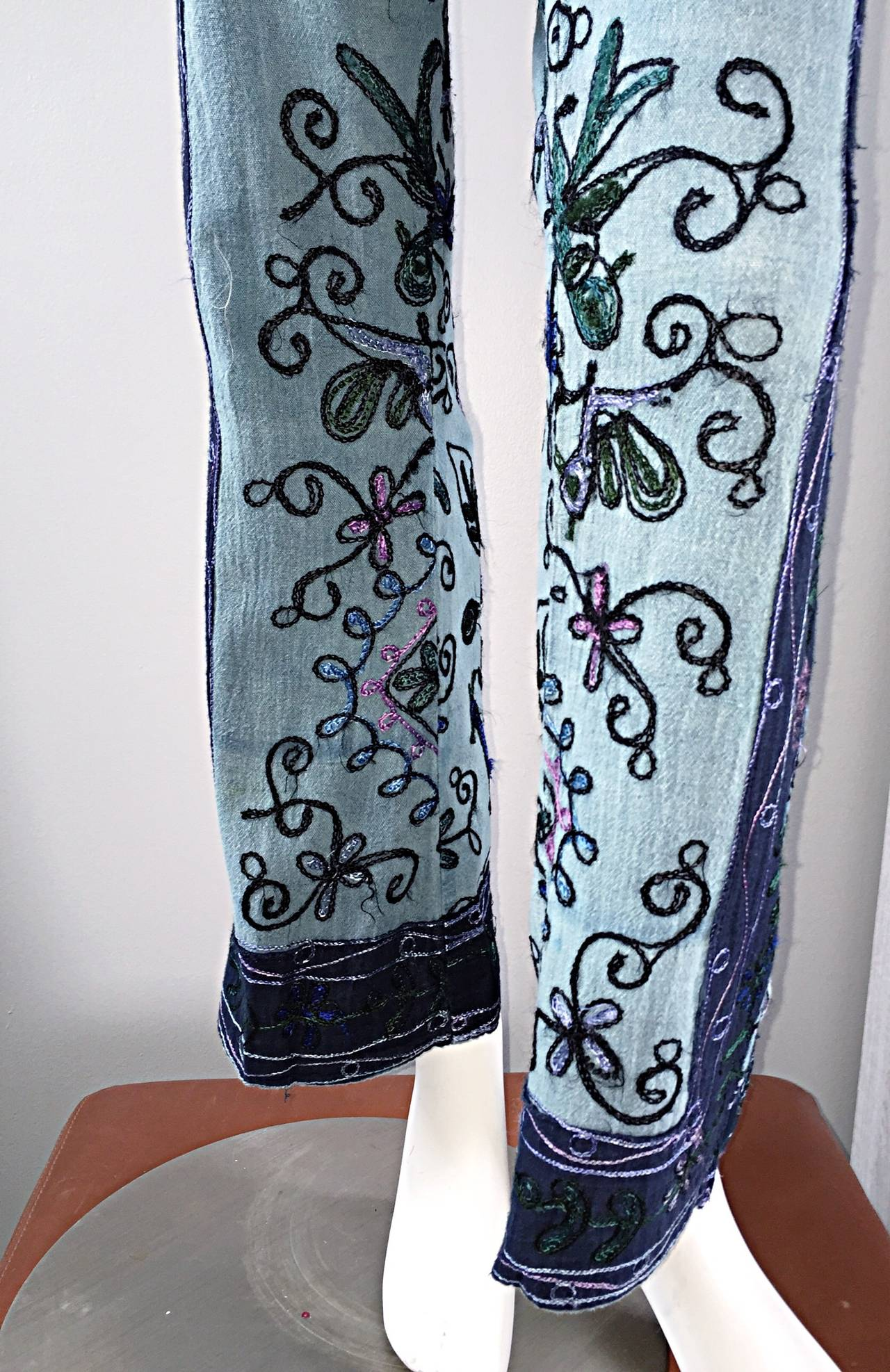 Amazing 1970s 70s Embroidered Boho Flared Leg Vintage Denim Blue Jeans For Sale 2