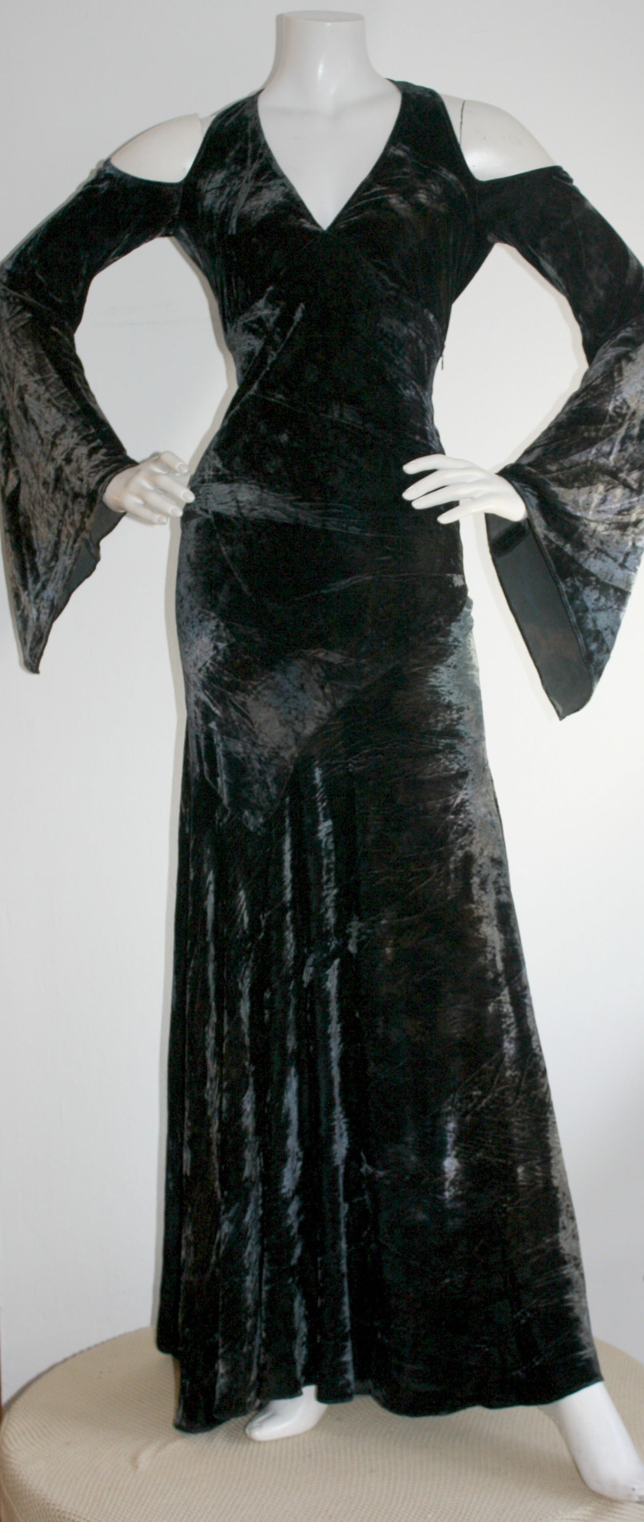 Exceptional vintage Donna Karan crushed velvet gown! Features dark green and blue ombré effect, on incredibly soft silk crushed velvet. Sexy open back, with three hook and eyes at neck. Wonderful bell sleeves, with cut-outs at shoulders. A truly